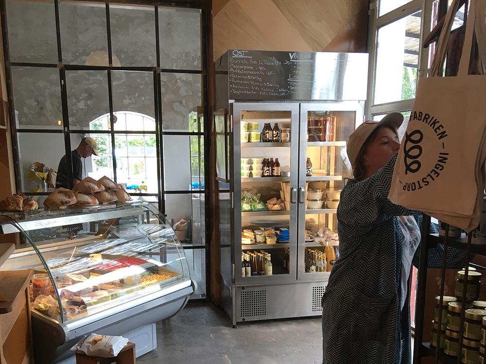 Inne i Pastafabrikens butik kan man köpa med sig handgjord pasta hem.