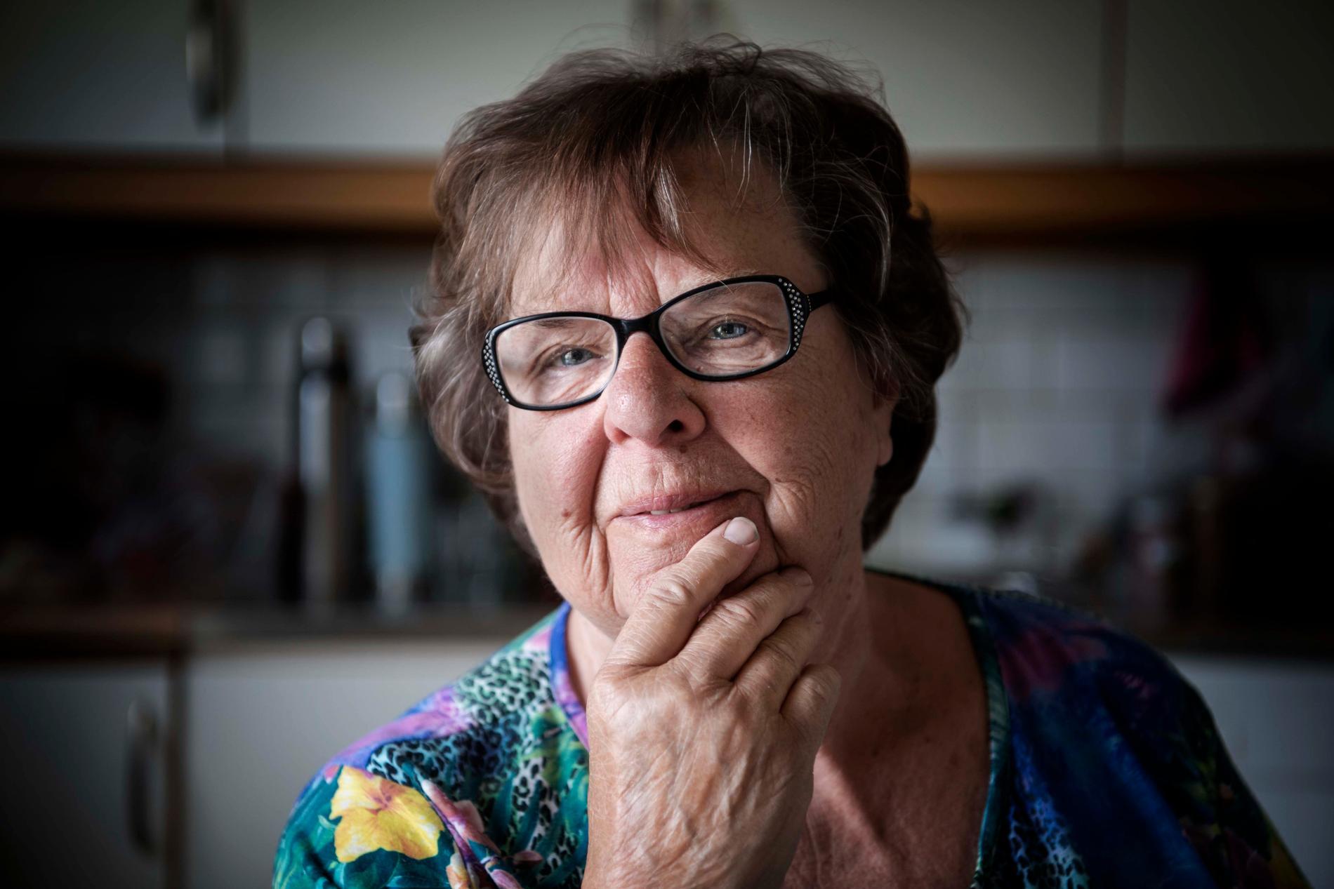 """Siv Lundin, 81, jobbade i vården i 40 år. Hon får totalt 11000 kronor i pension efter skatt. """"När hyran och allt är betalt blir det inte många kronor kvar. Men jag känner många som får ut ännu mindre"""", säger hon."""