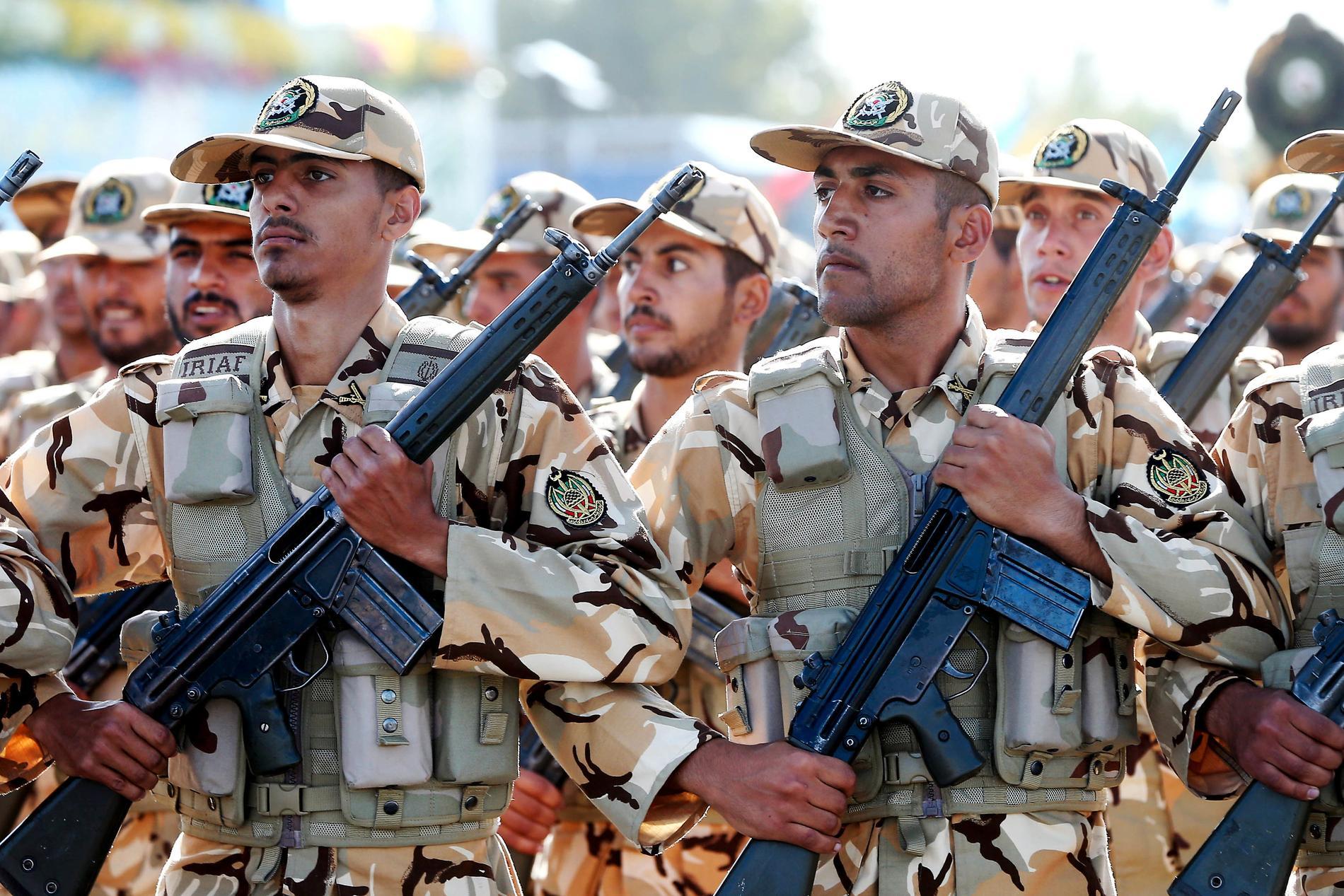 Iranska styrkor paraderar i Teheran