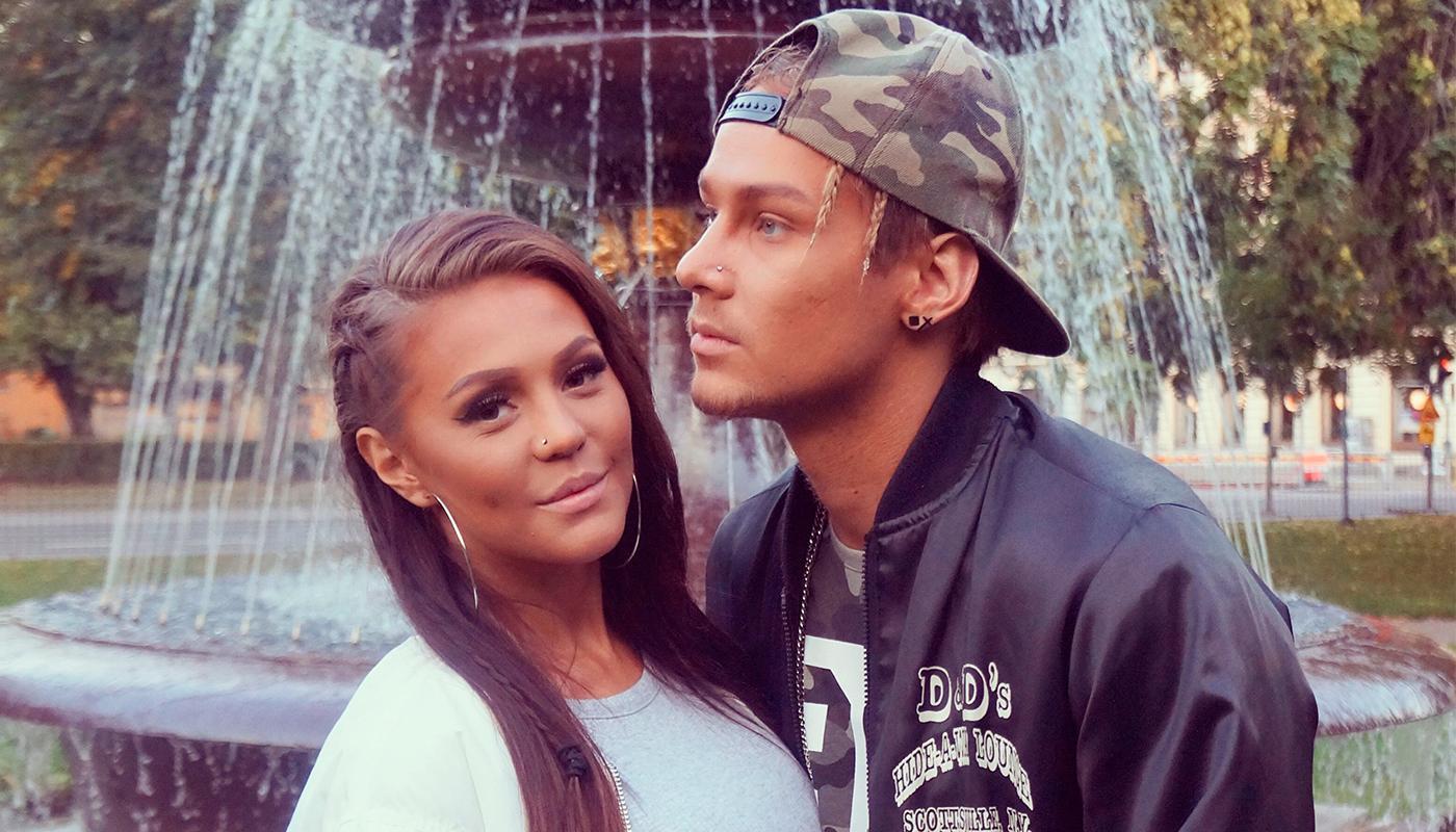 Olivia Ring Hedlund och Hampus Ekberg har förlovat sig.