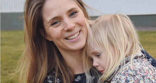 Tvåbarnsmamman Anna Larsson tycker att föräldrar måste våga säga stopp till socker för barnen.