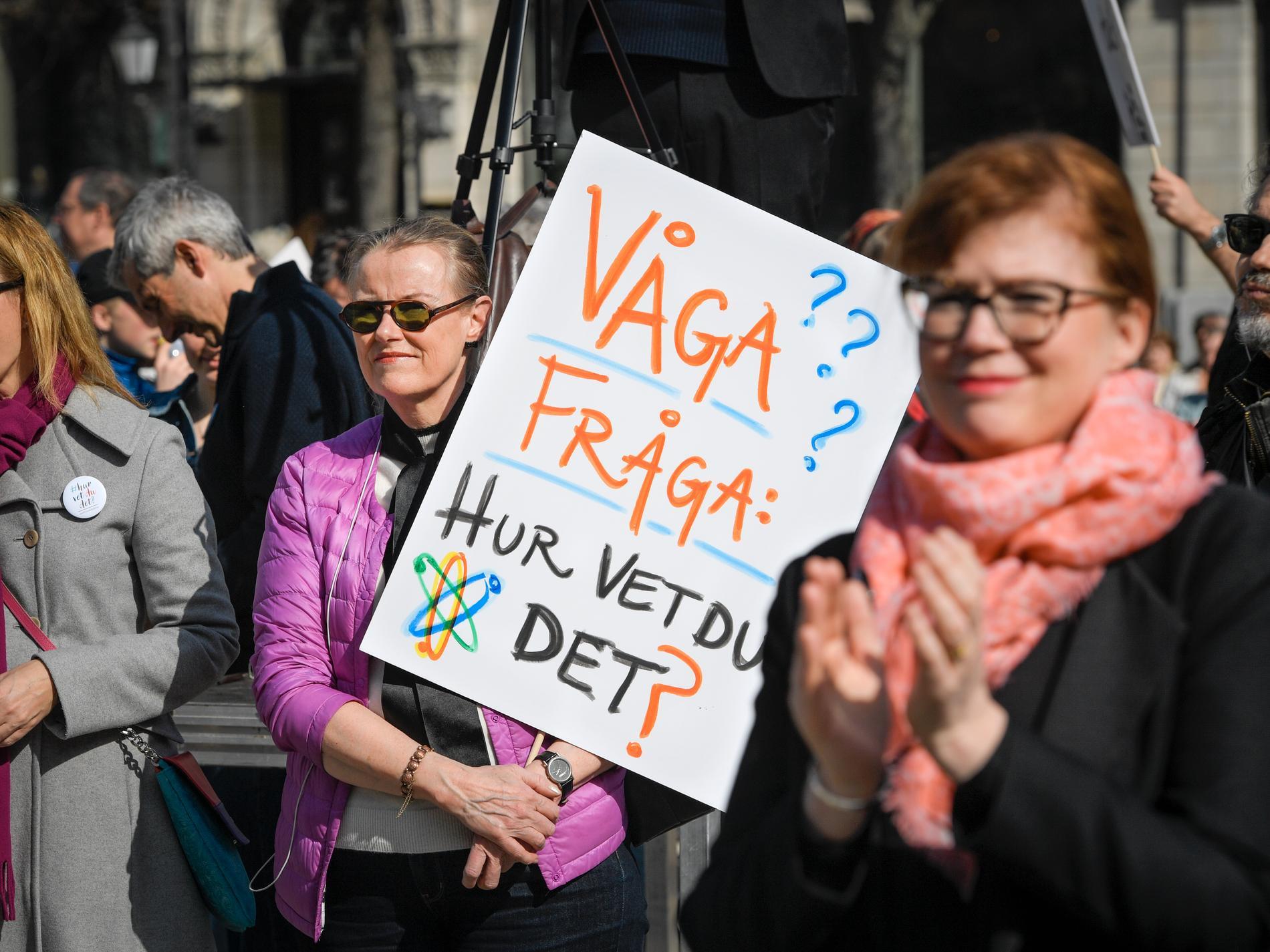 Manifestation för vetenskapen på Norrmalmstorg i Stockholm på lördagen.