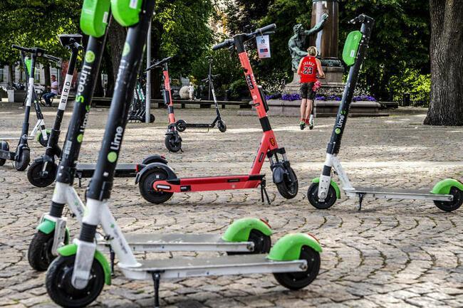 Elsparkcyklarna har kritiserats på sistone, bland annat för att de ligger utspridda över gator och torg.