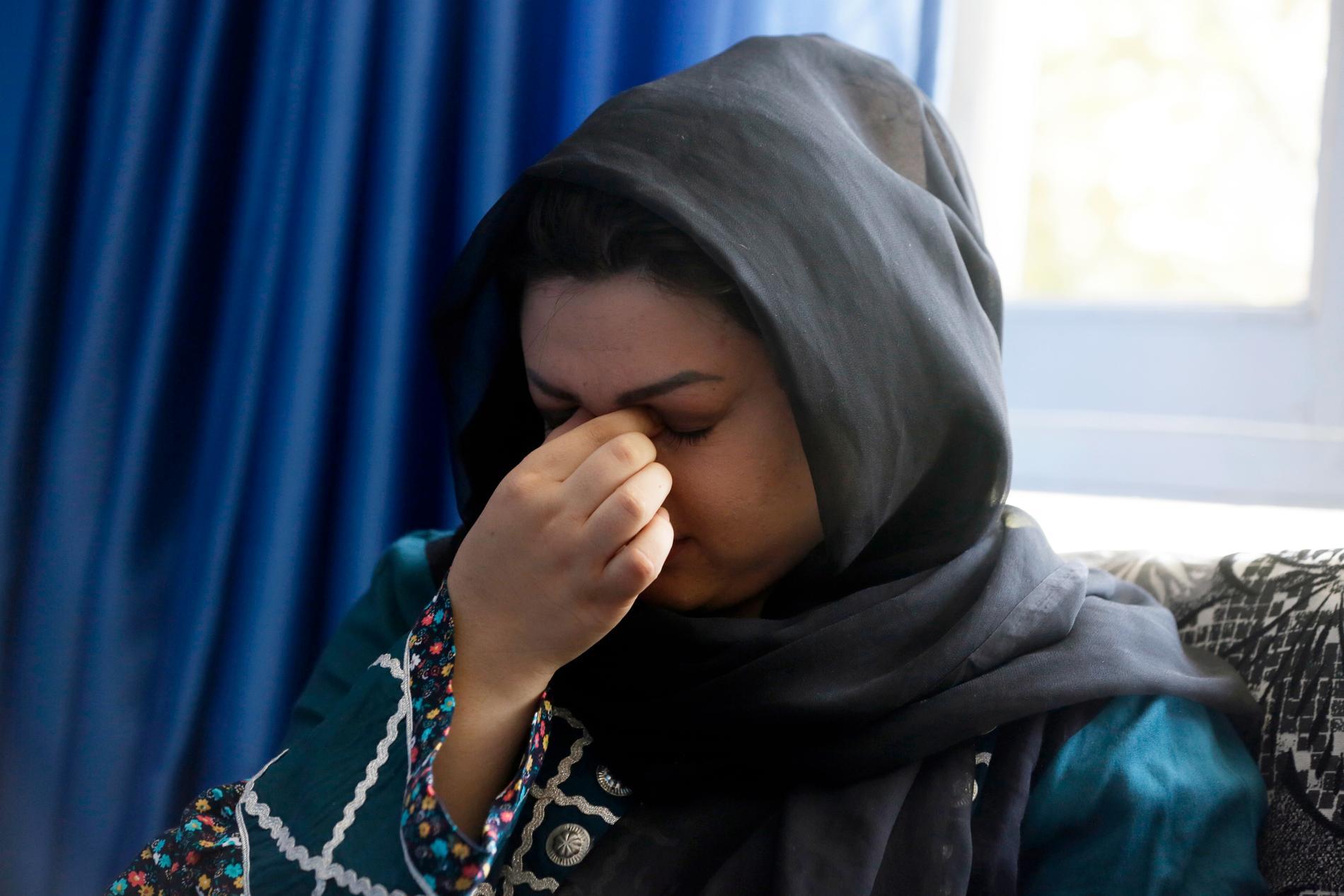 """Zarmina Kakar är en kvinnorättsaktivist som säger att hon känner oro för hur det ska bli i Afghanistan. Hon var med 1996 och befarar att det ska bli likadant igen: """"Vi kommer att återvända till samma mörka dagar som då"""", säger hon."""