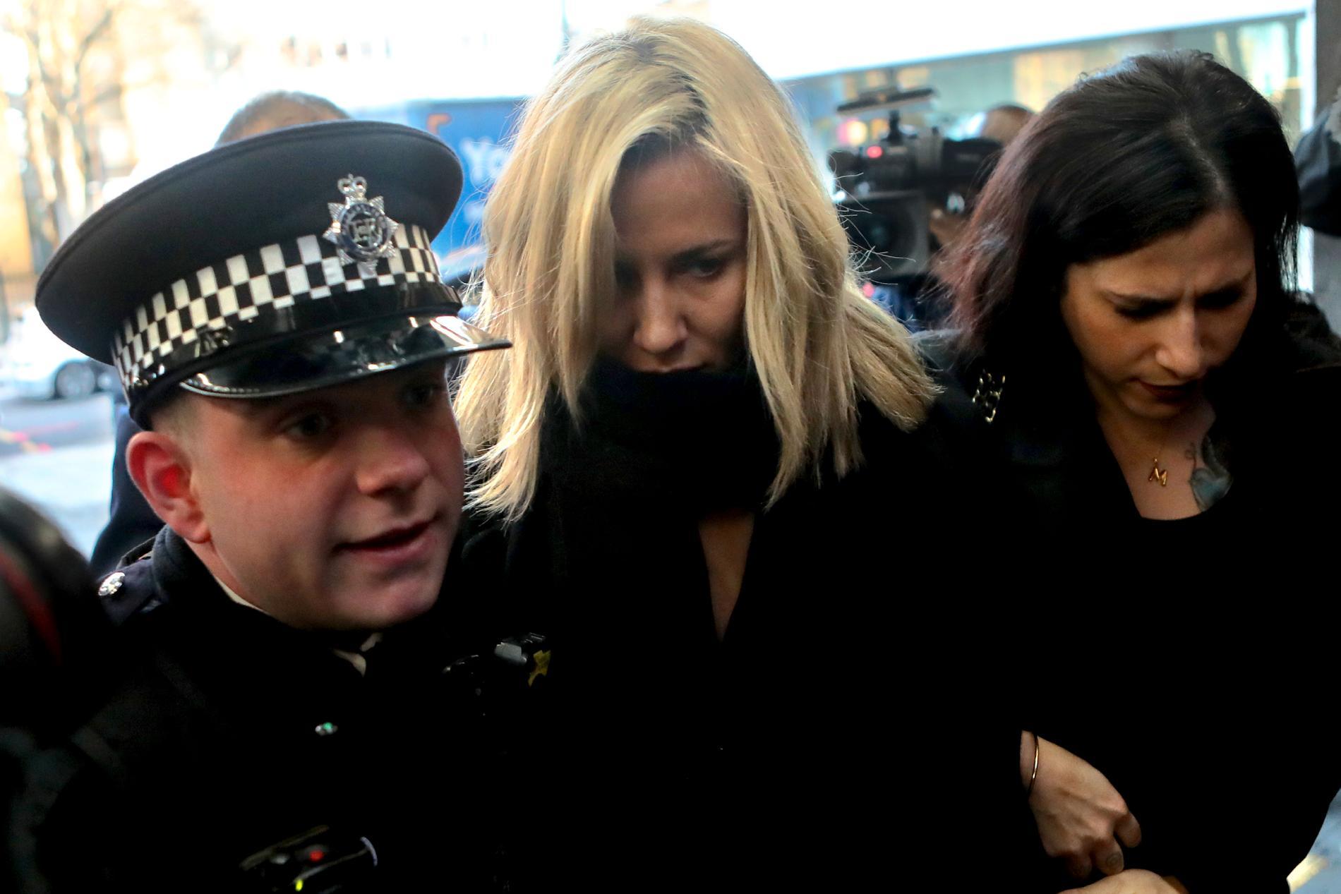 Caroline Flack på väg in till rättegången i London den 23 december.