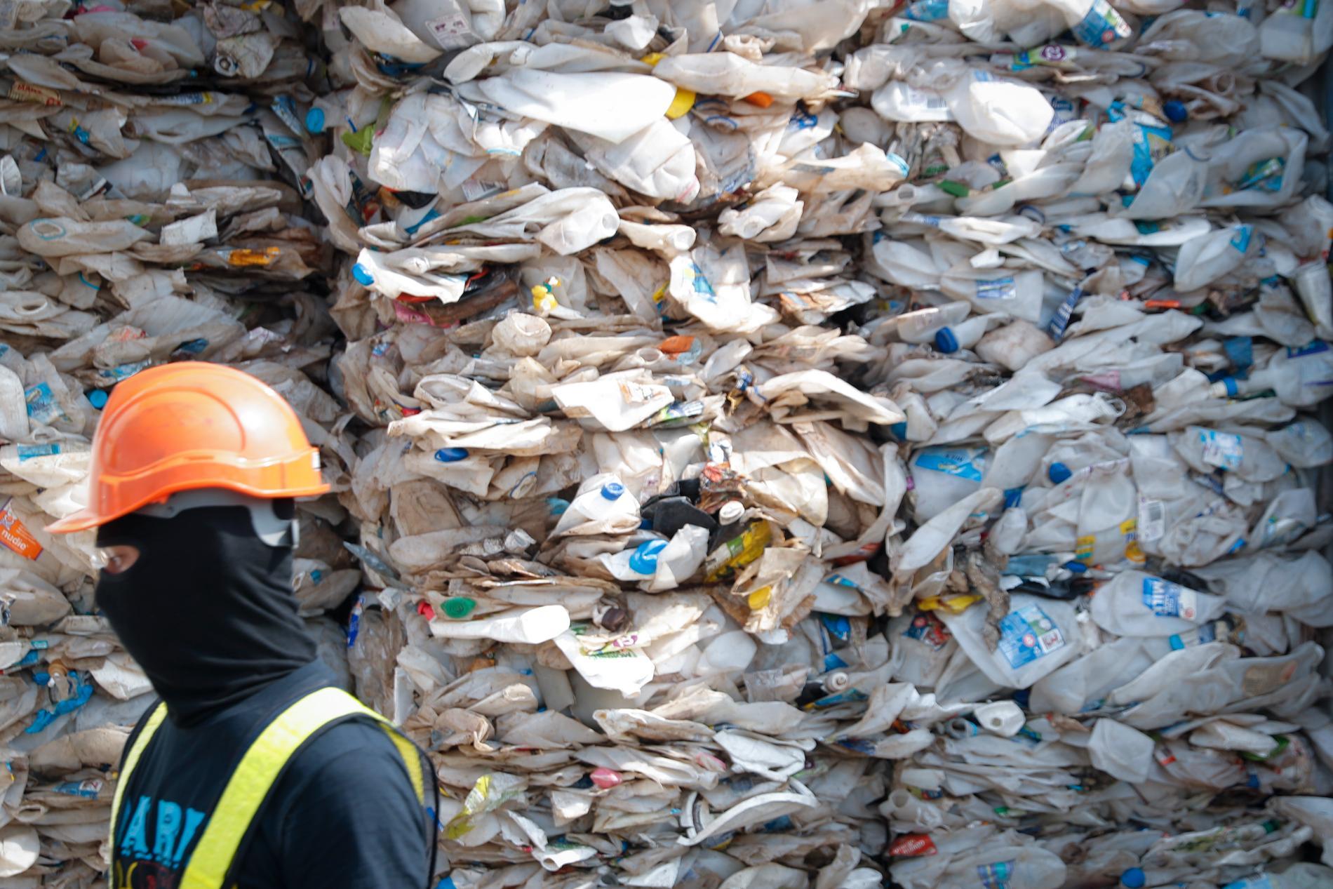 Malaysias miljöminister Yeo Bee Yin säger att landet har blivit en soptipp för rika länders plastavfall.