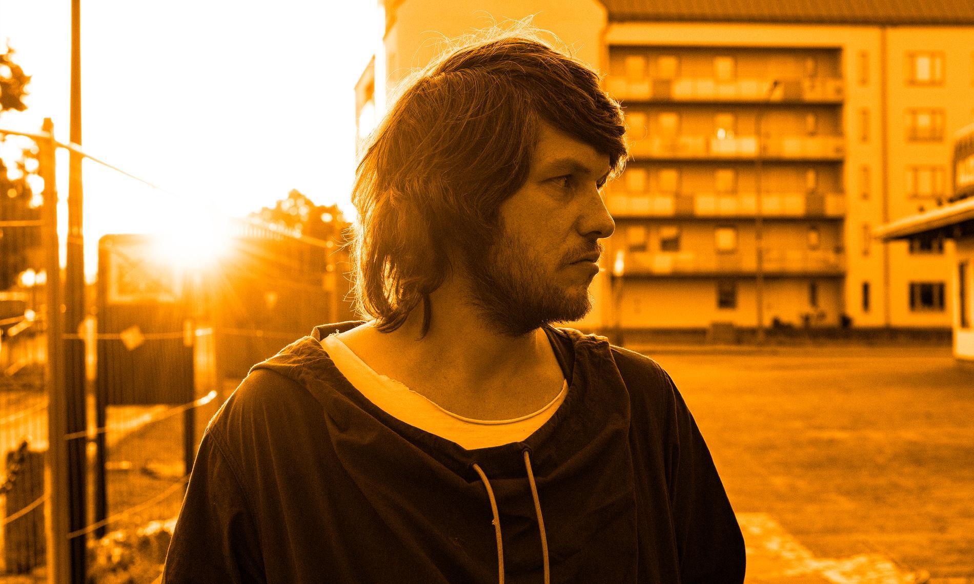 Rasmus Arvidsson fortsätter att sjunga om det som skaver allra mest.