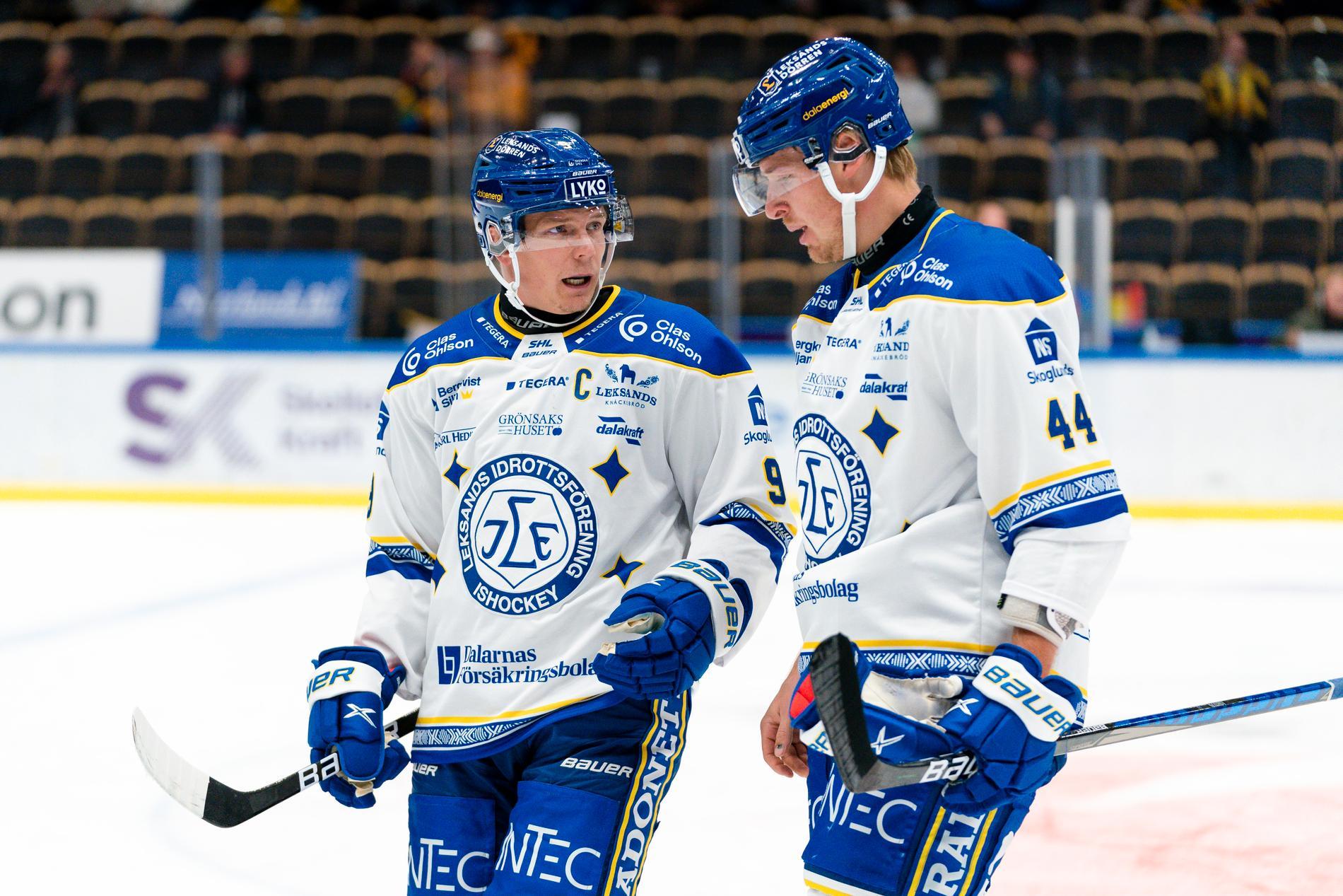 Patrik Zackrisson, till vänster, efter förlusten mot Skellefteå.