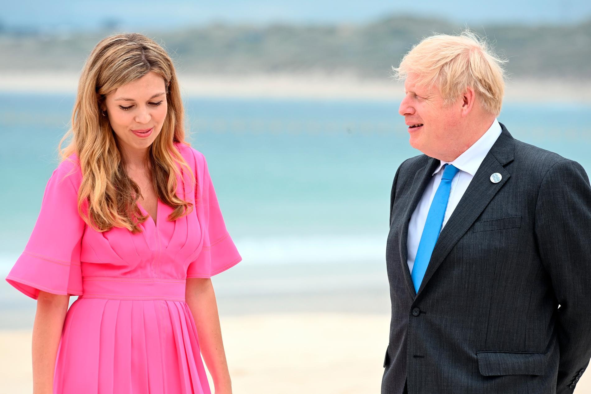 Den brittiske premiärministern Boris Johnson och hans fru Carrie Johnson under G7-mötet i England i juni.