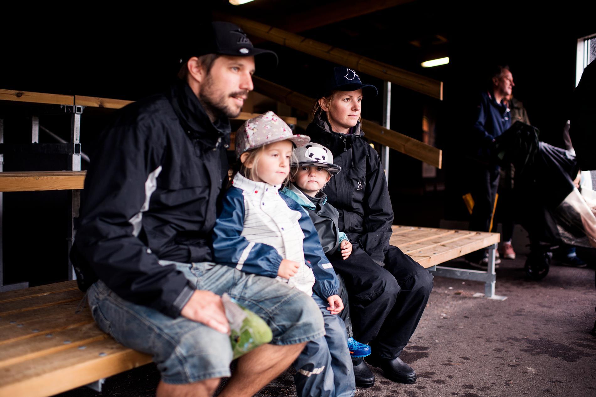 Hanna Bengtsson och Mattias Forsberg är på semester med barnen Saga och Leo.