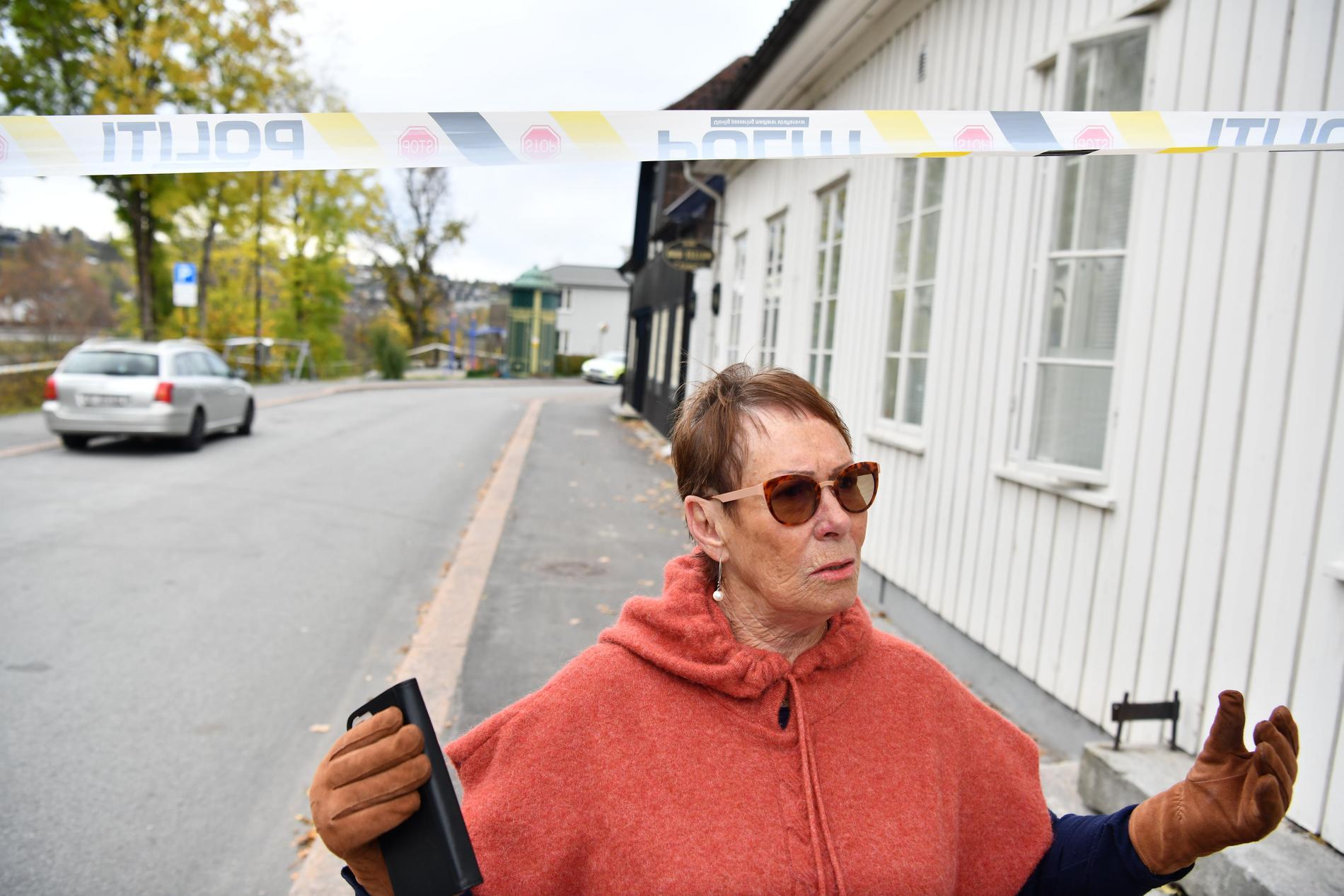 Kari Hoff berättar att två av hennes grannar dödades i attacken.