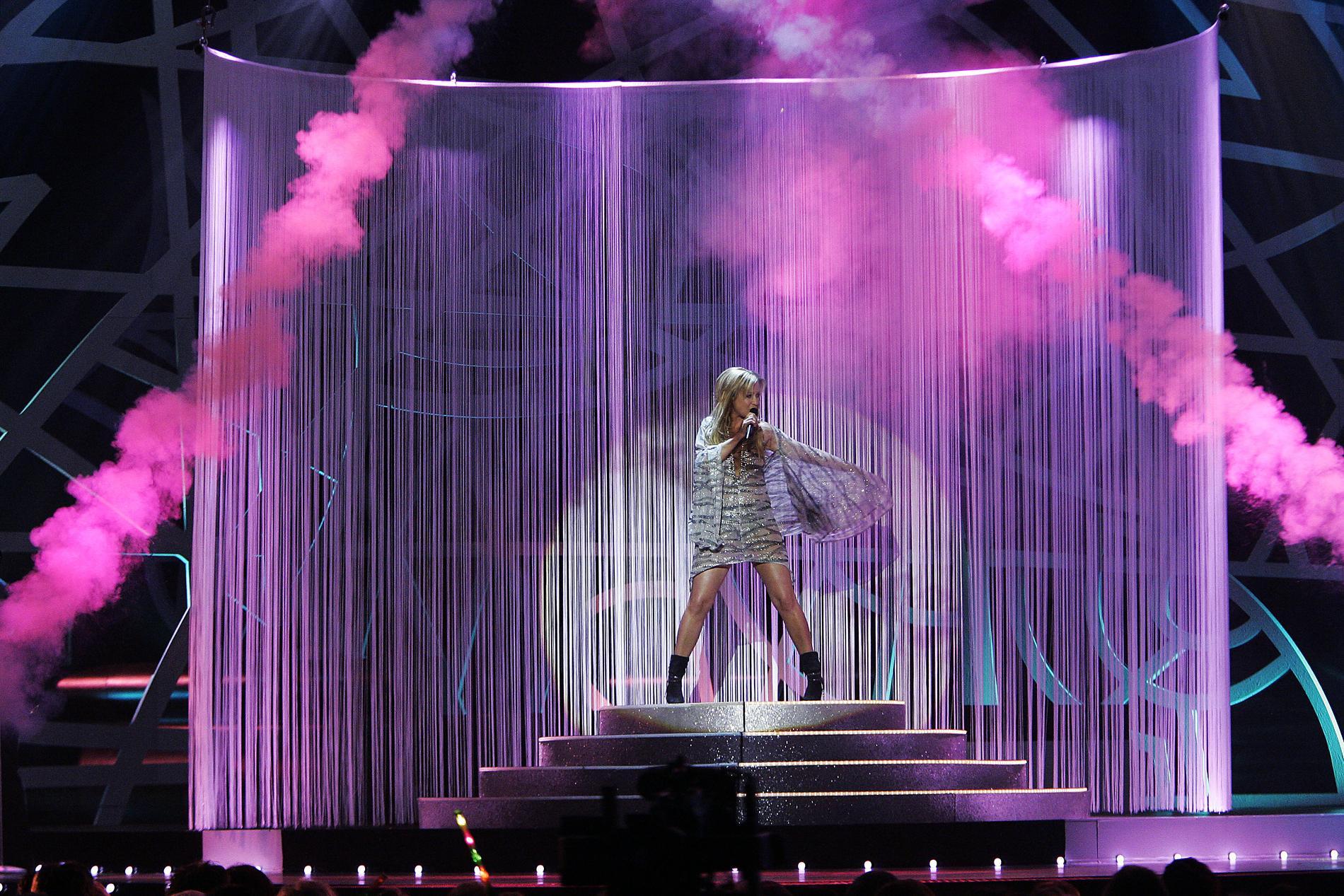 """Jenny """"Velvet"""" Pettersson på Melodifestivalens scen 2006"""