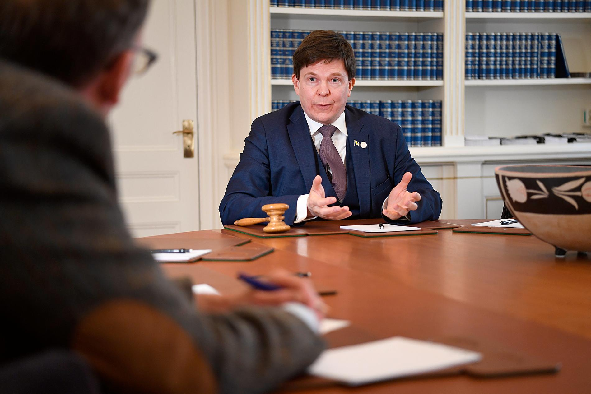 Oisín Cantwell intervjuar riksdagens talman Andreas Norlén.