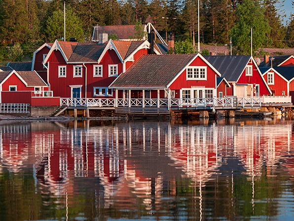 Spegelblank sommarkväll vid Norfällsviken, Höga kusten.