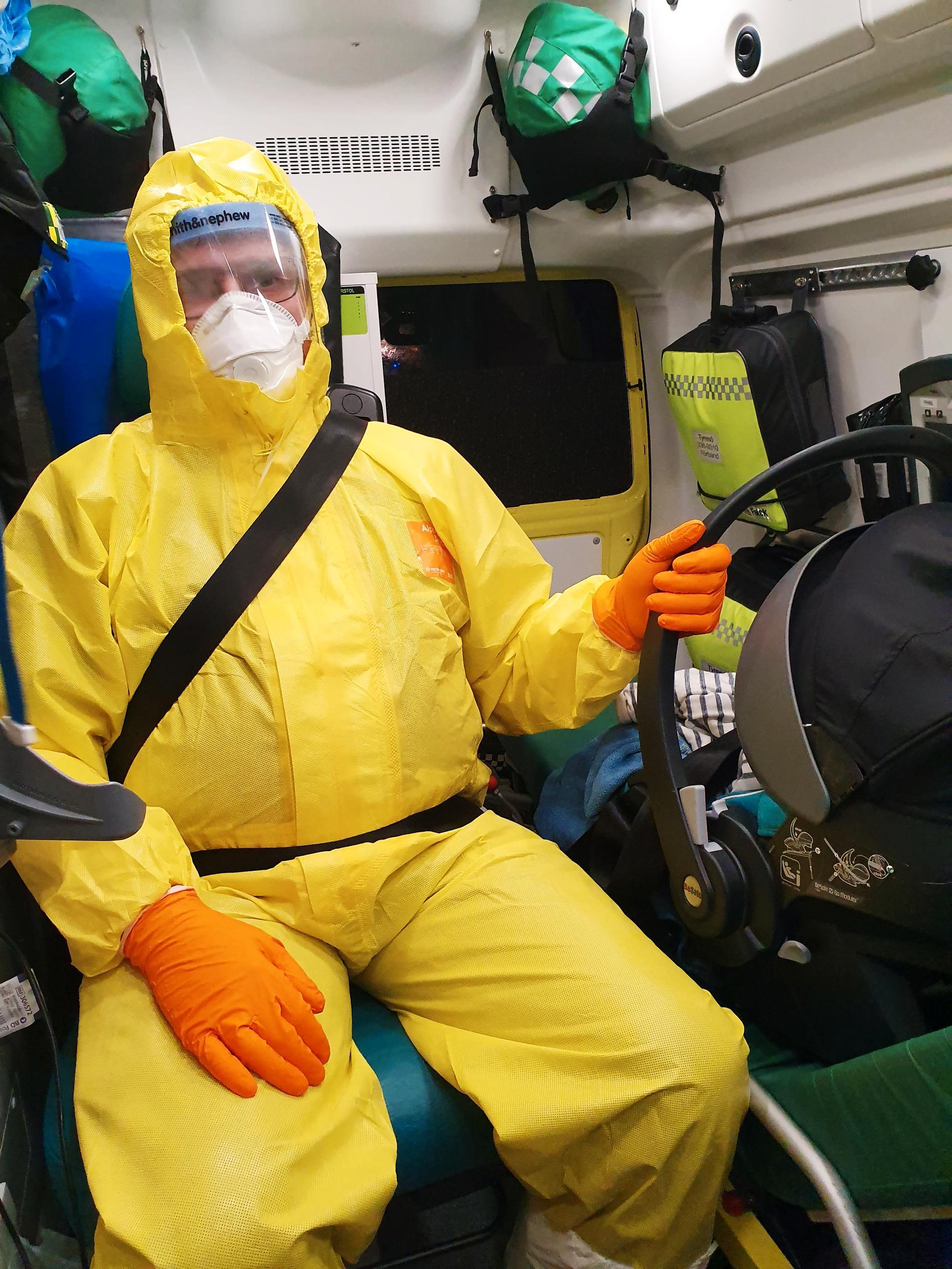 """""""Ambulanspersonalen var klädd som en rymdgubbe"""", berättar Maria."""