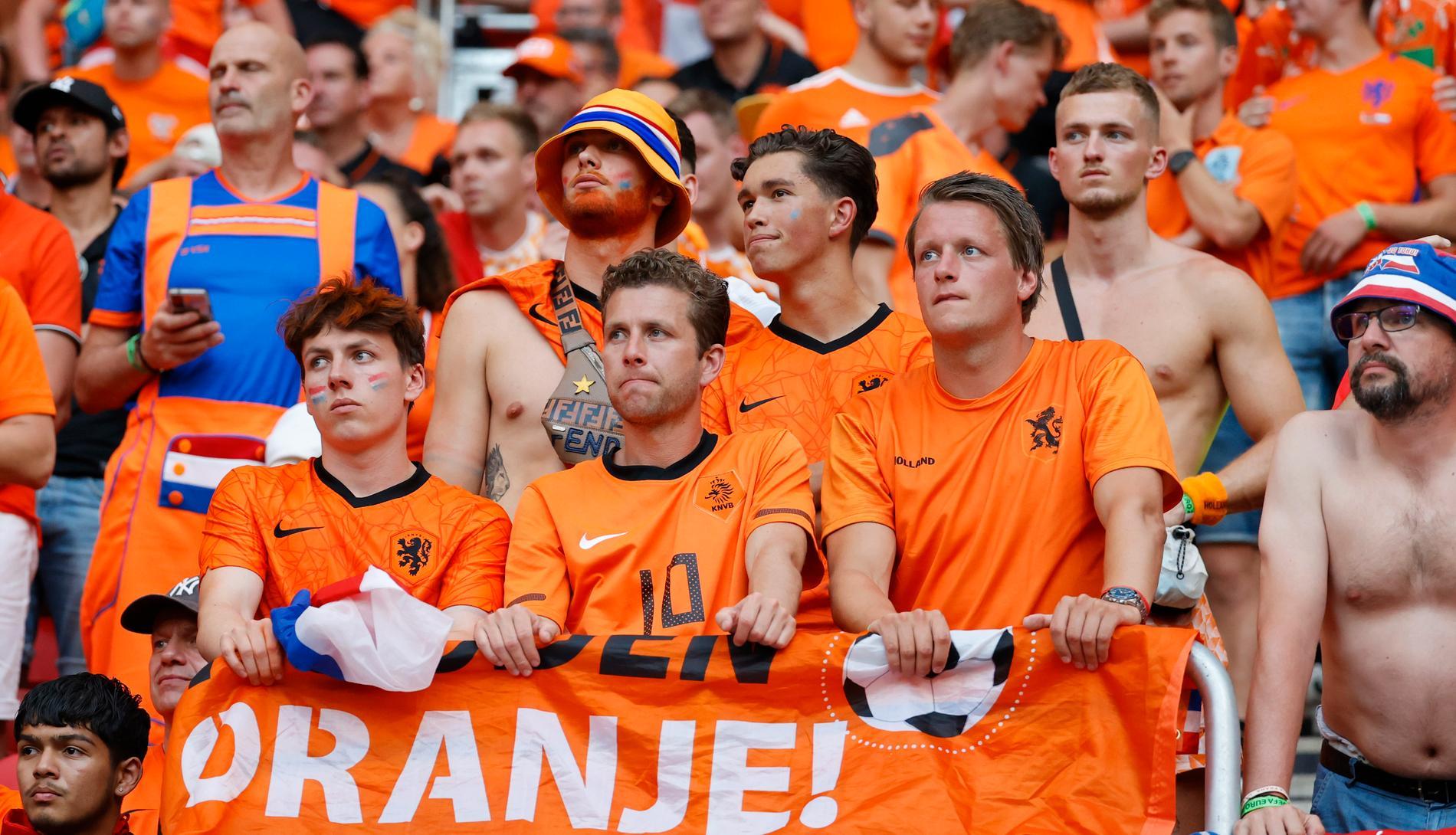 Holländska fans deppar under en förlust i fotbolls-EM i somras. Nu får de deppa även för längdmässiga motgångar.
