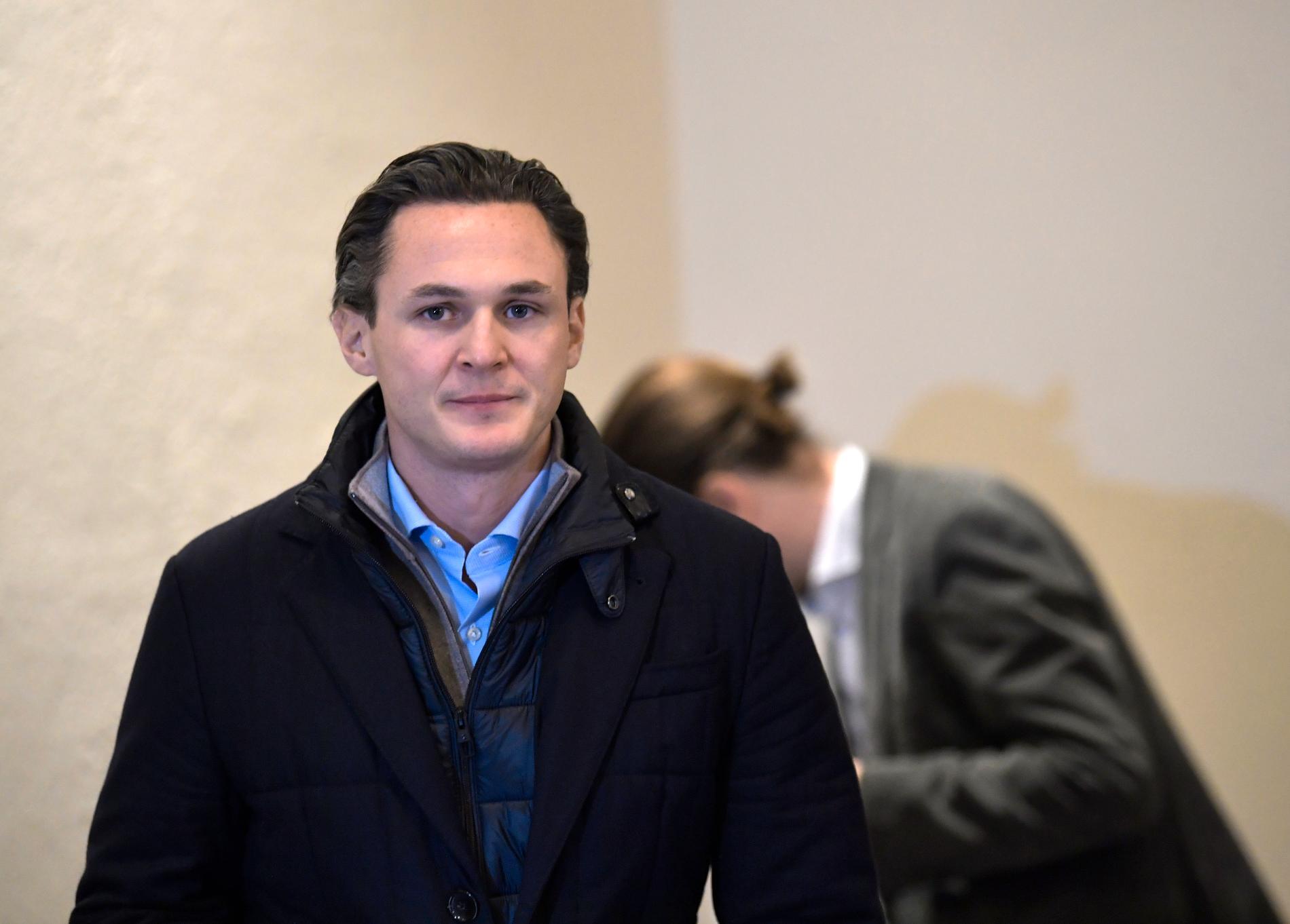 Allra vd:n Alexander Ernstberger och de övriga direktörerna frias helt av tingsrätten. En efter en föll åtalspunkterna.