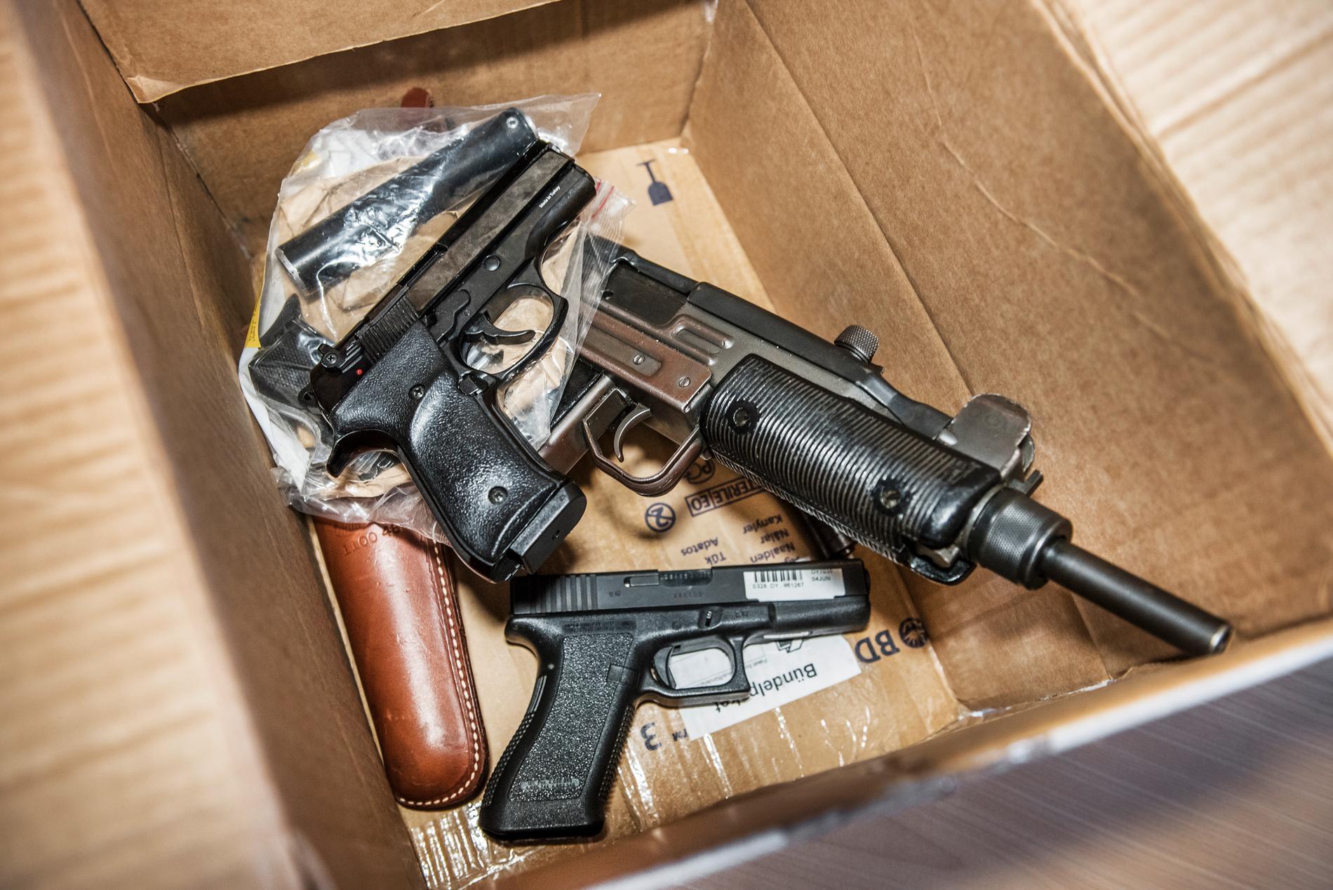 Går den nya vapenlagstiftningen att tillämpa eller inte? Därom tvista de lärde. Arkivbild.