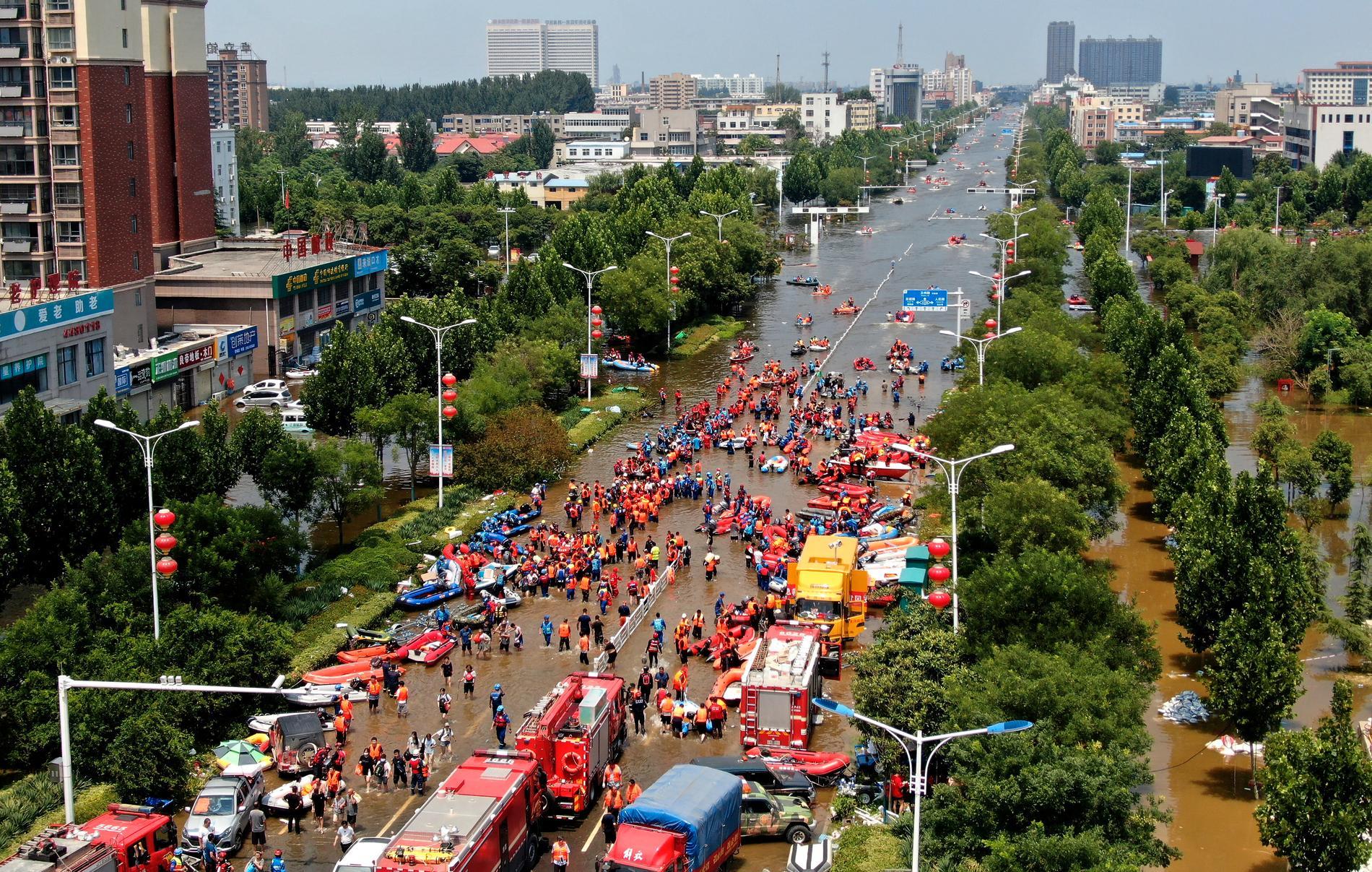 Evakuering i måndags, i Weihui i den kinesiska provinsen Henan.