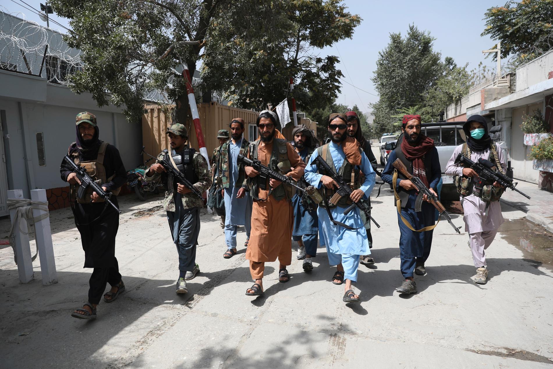 Talibanska krigare sprider skräck i på gatorna i Kabul, Afghanistan.
