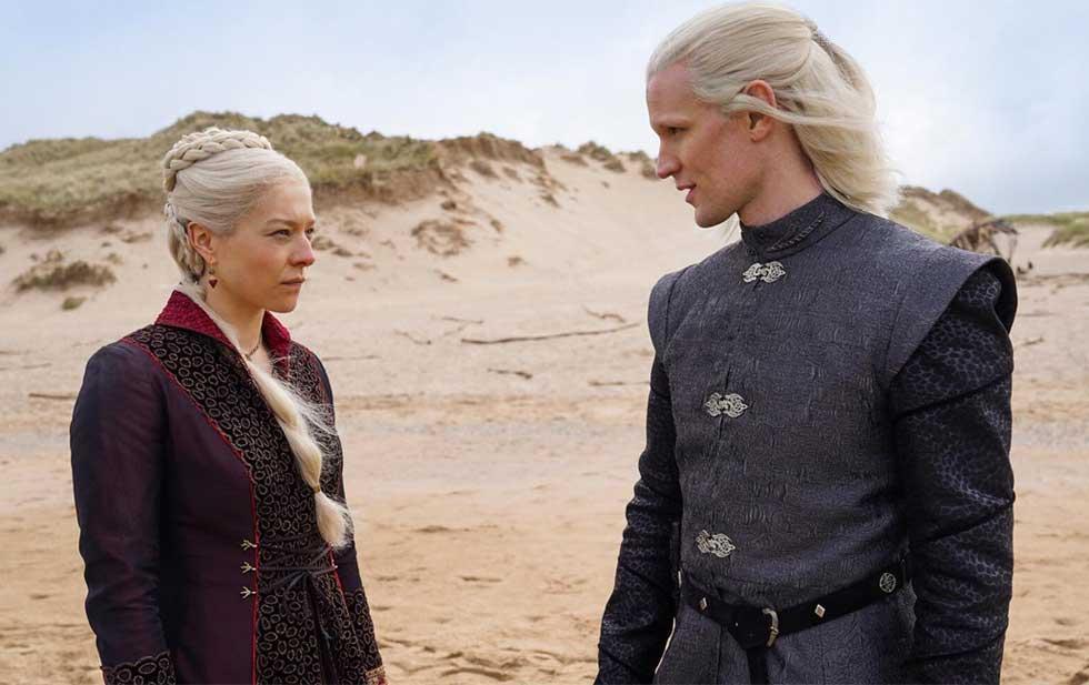 """Emma D'Arcy som prinsessan Rhaenyra Targaryen och Matt Smith som prins Daemon Targaryen i """"House of the dragon""""."""