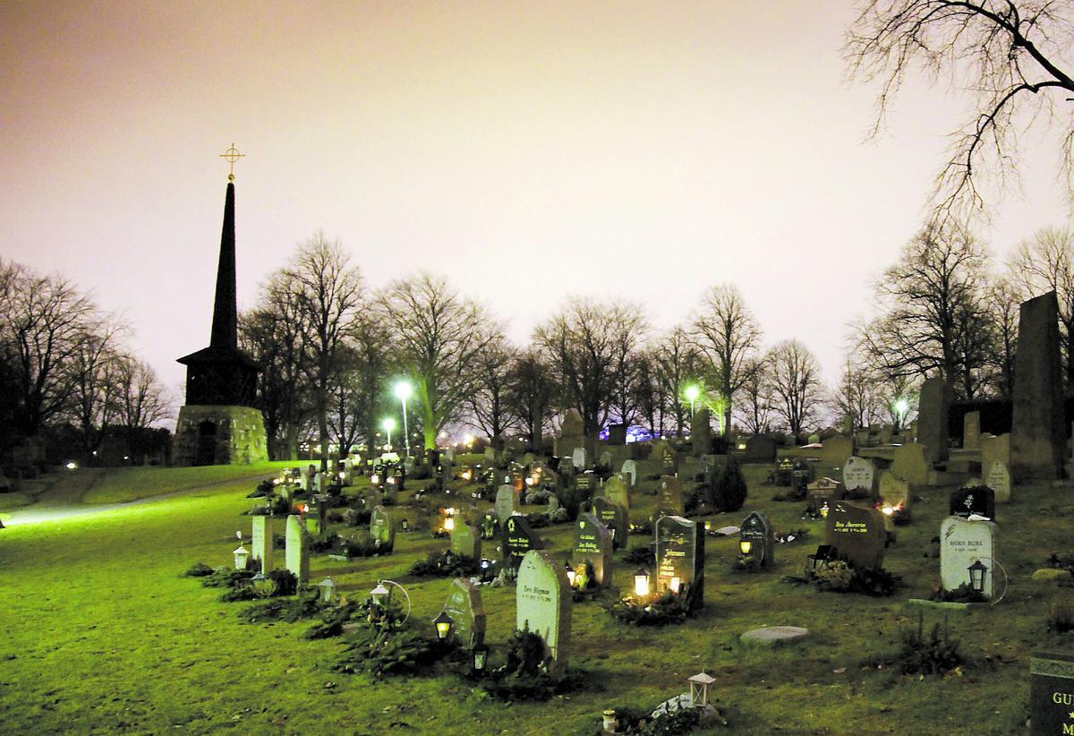 hyllas Nu förbereder barnen Ingos begravning på Västra begravningsplatsen i Göteborg. Ceremonin är öppen för alla som vill delta. Men Riksidrottsförbundet och Sveriges olympiska kommitté har inga planer på att hedra mästaren.