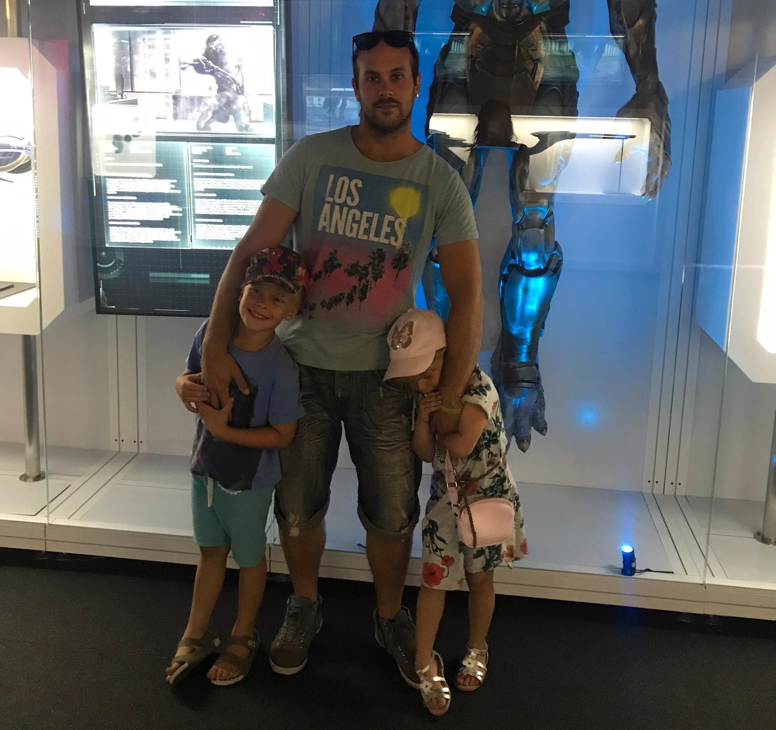Lars med de två äldsta barnen.