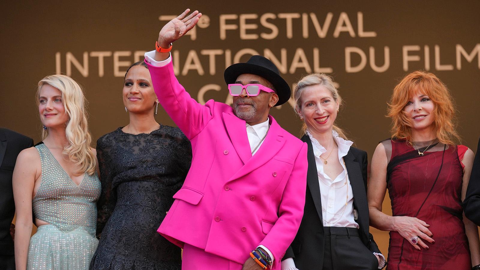 Juryn på filmfestivalen i Cannes 2021, från vänster Melanie Laurent, Mati Diop, Spike Lee (ordförande), Jessica Hausner och Mylene Farmer.