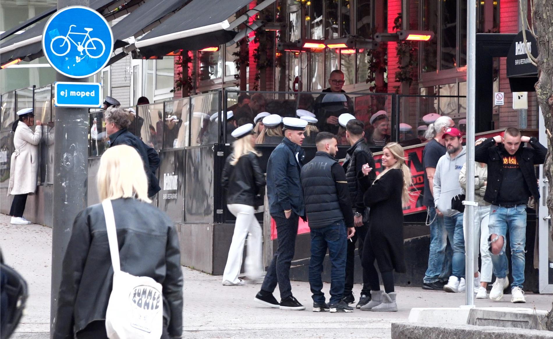 Även på andra krogar på Södermalm var det trångt runt entréer och på uteserveringar.