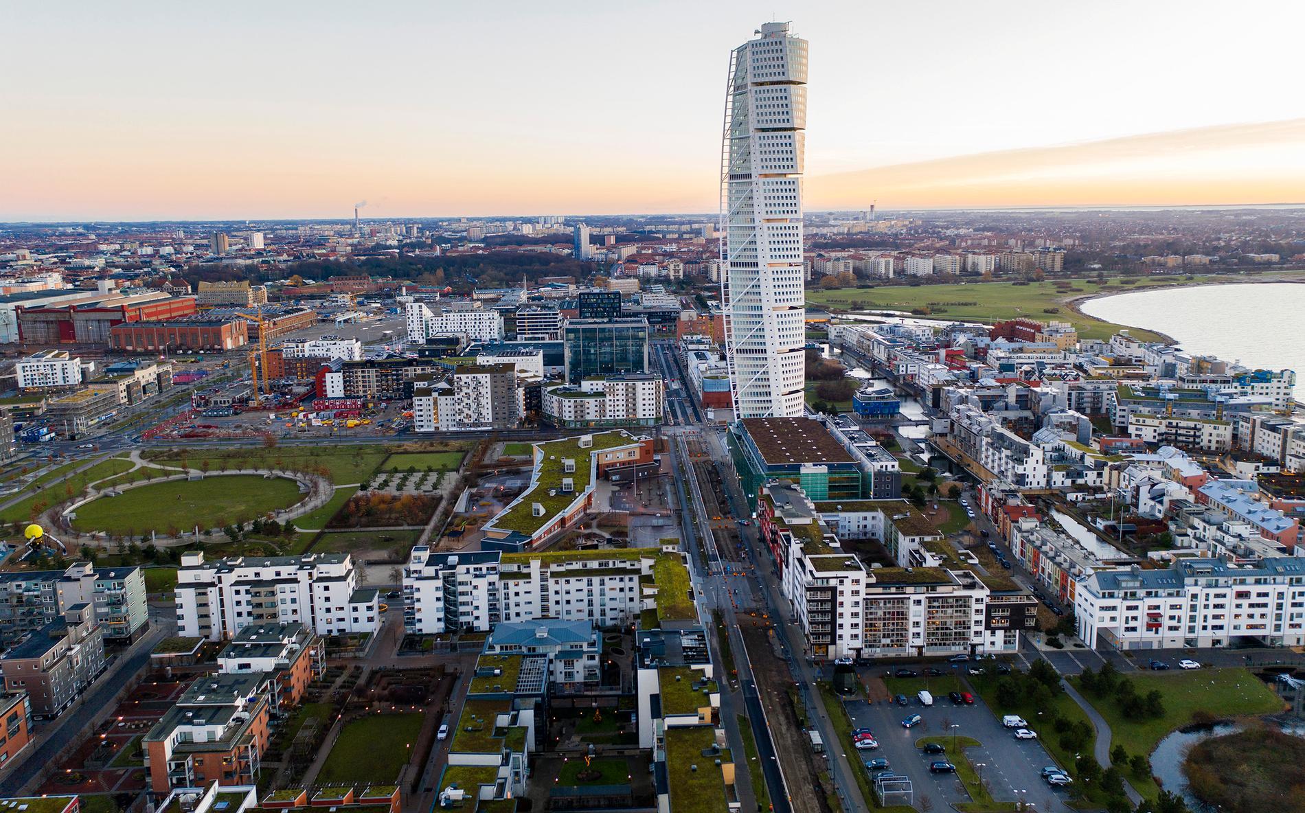 """""""I själva verket är inte Västra hamnen eller Hammarby sjöstad klimatsmartast i Sverige – det är snarare Rosengård och Rinkeby."""""""