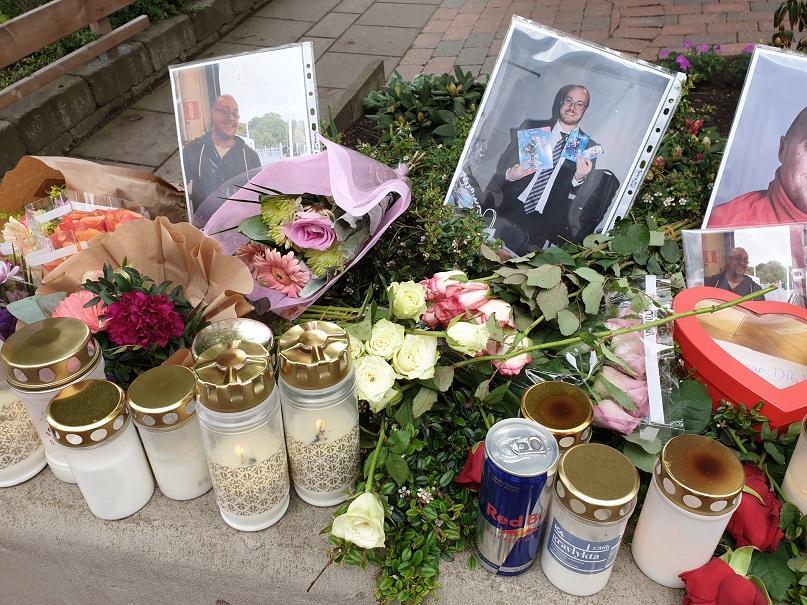 Olycksplatsen i centrala Helsingborg fylldes av blommor, ljus och fotografier.