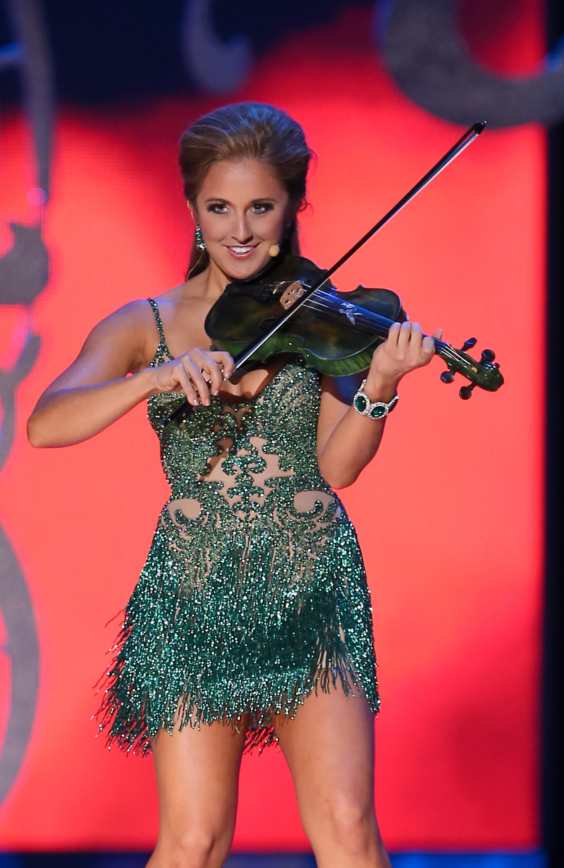 Miss Kentucky, Ramsey Carpenter visar upp sin talang under tävlingen.