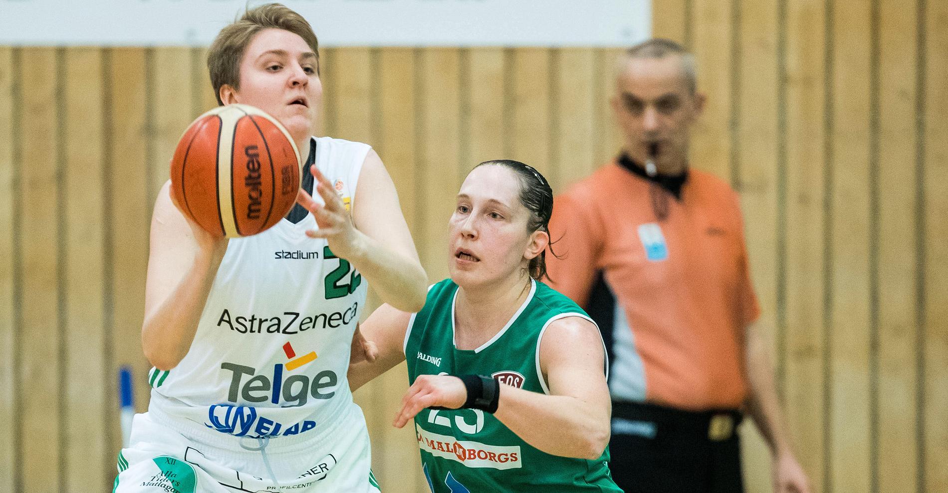 Moa spelade med Amanda Zahui i Södertälje.