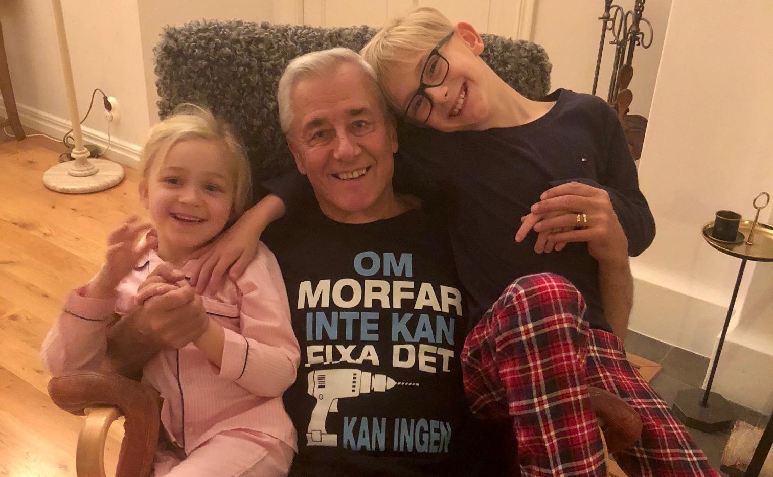 Lars-Helge Strömqvist med sina barnbarn.
