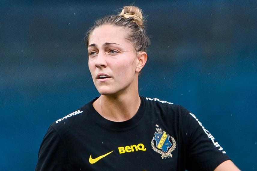 """Hannah Davison tar plats i veckans lag. """"Hon är galen. Hon vill bara vinna"""", säger AIK-tränaren Maiju Ruotsalainen."""