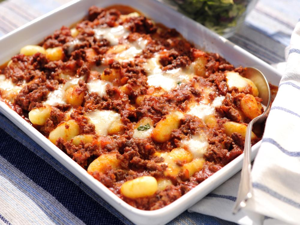 Gnocchigratäng med köttfärs och mozzarella.