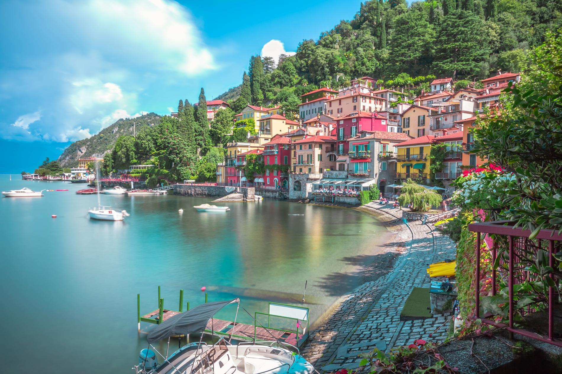Comosjön i Italien bjuder på vattenaktiviteter och skönhet.