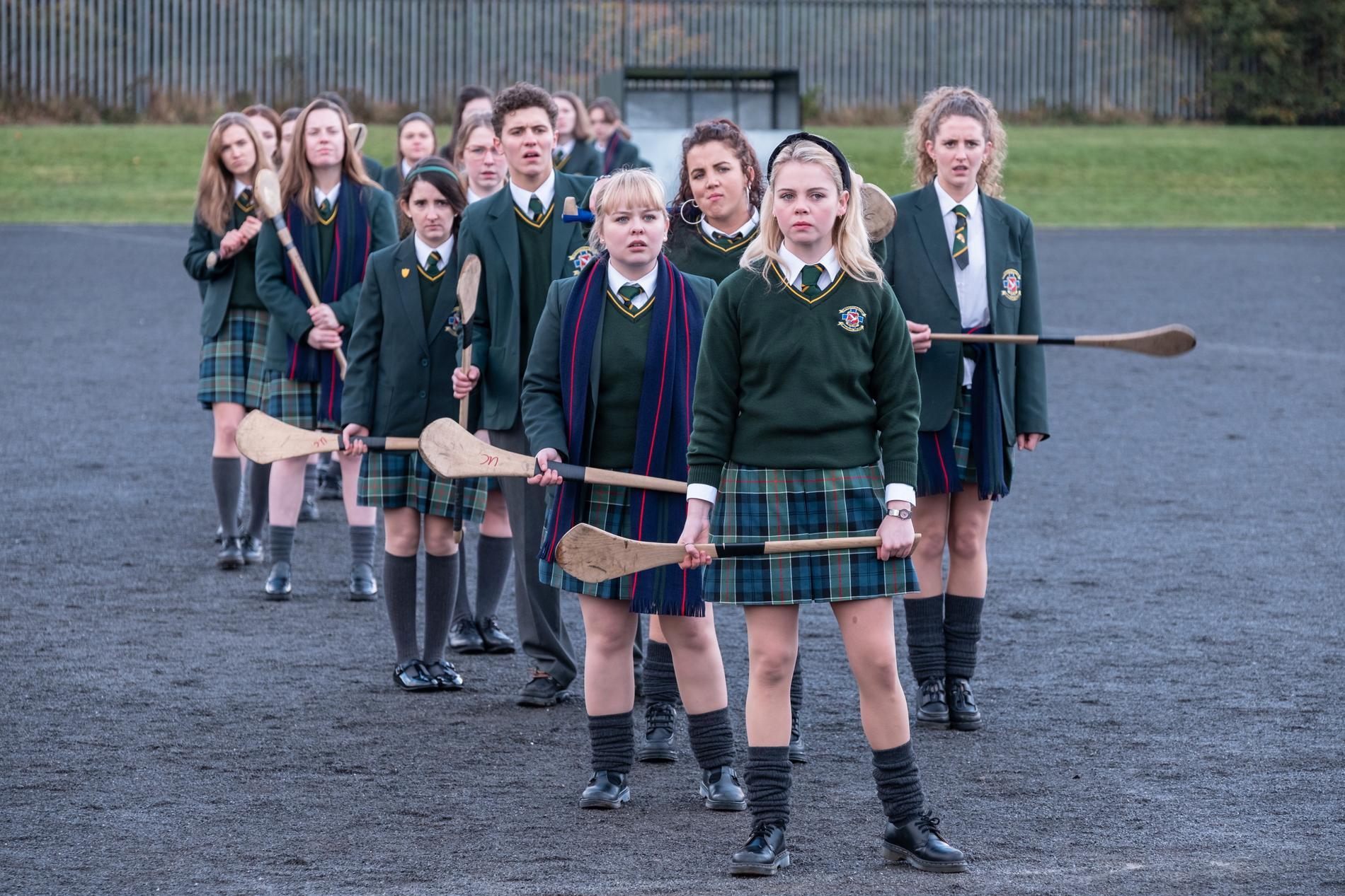 "Serien ""Derry girls"" utspelar sig i Derry i Nordirland under 1990-talet. Pressbild."