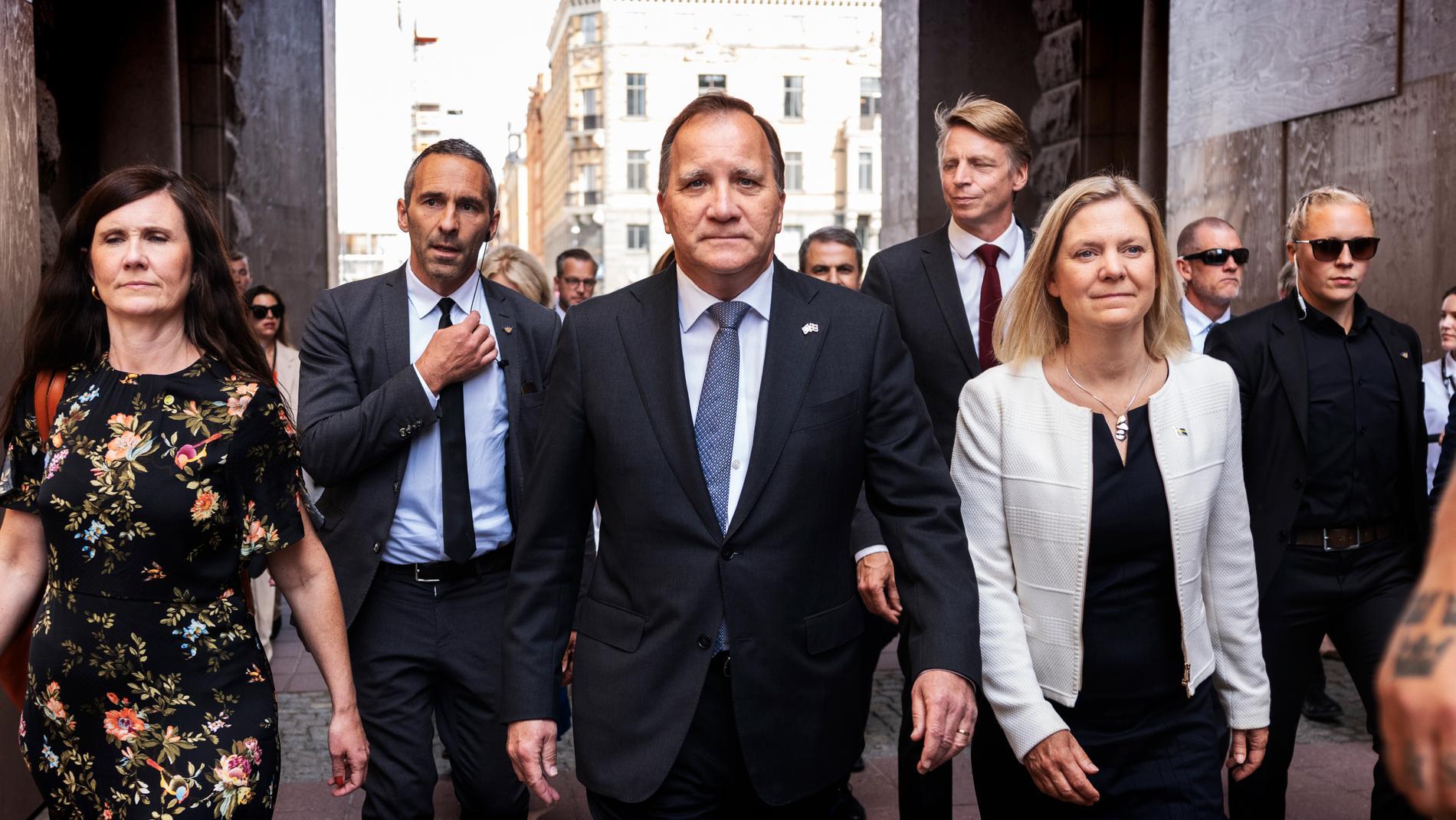 Statsminister Stefan Löfven (S) på väg till riksdagens misstroendeomröstning. Arkivbild.