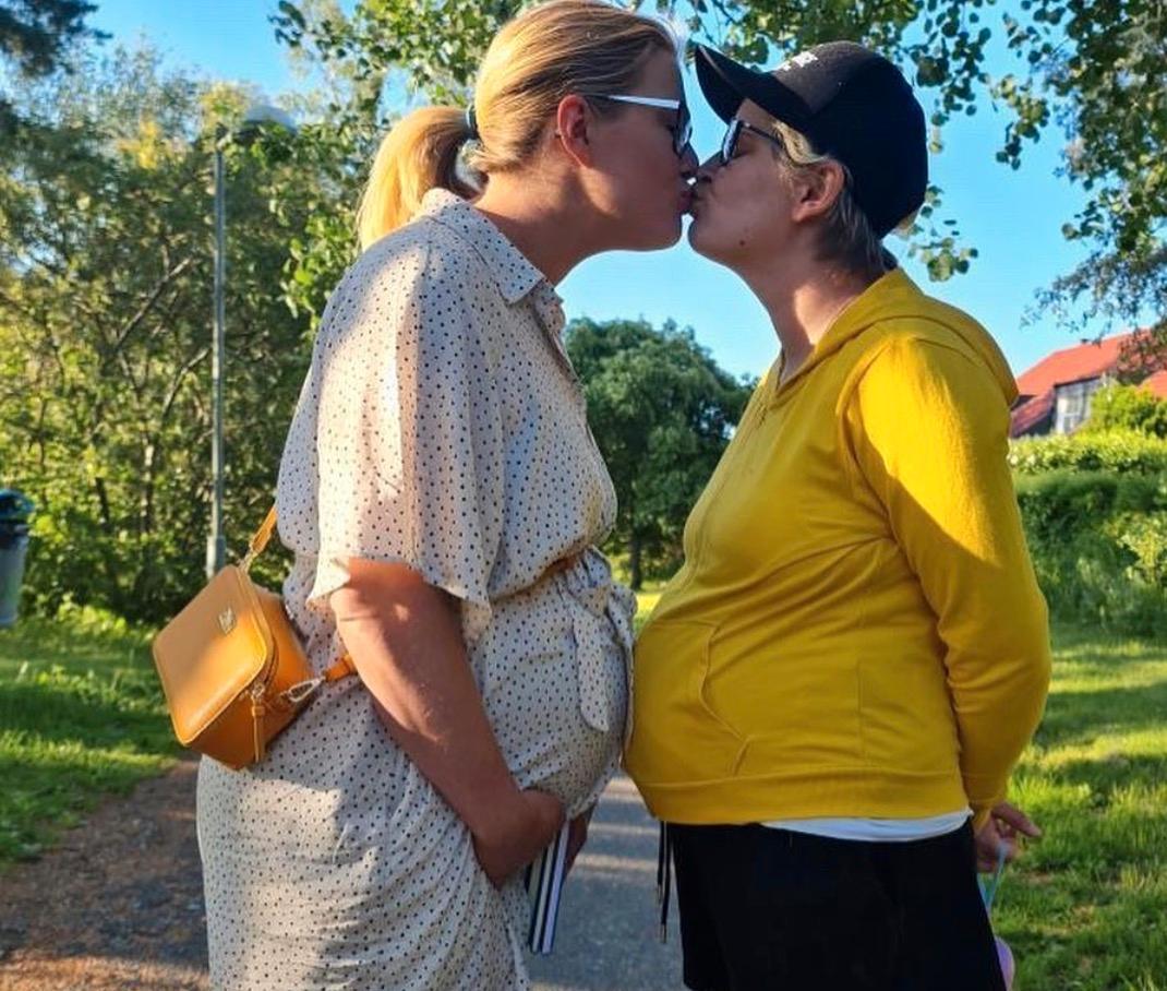 Efter år av försök blev Michaela och Caro gravida nästan samtidigt.
