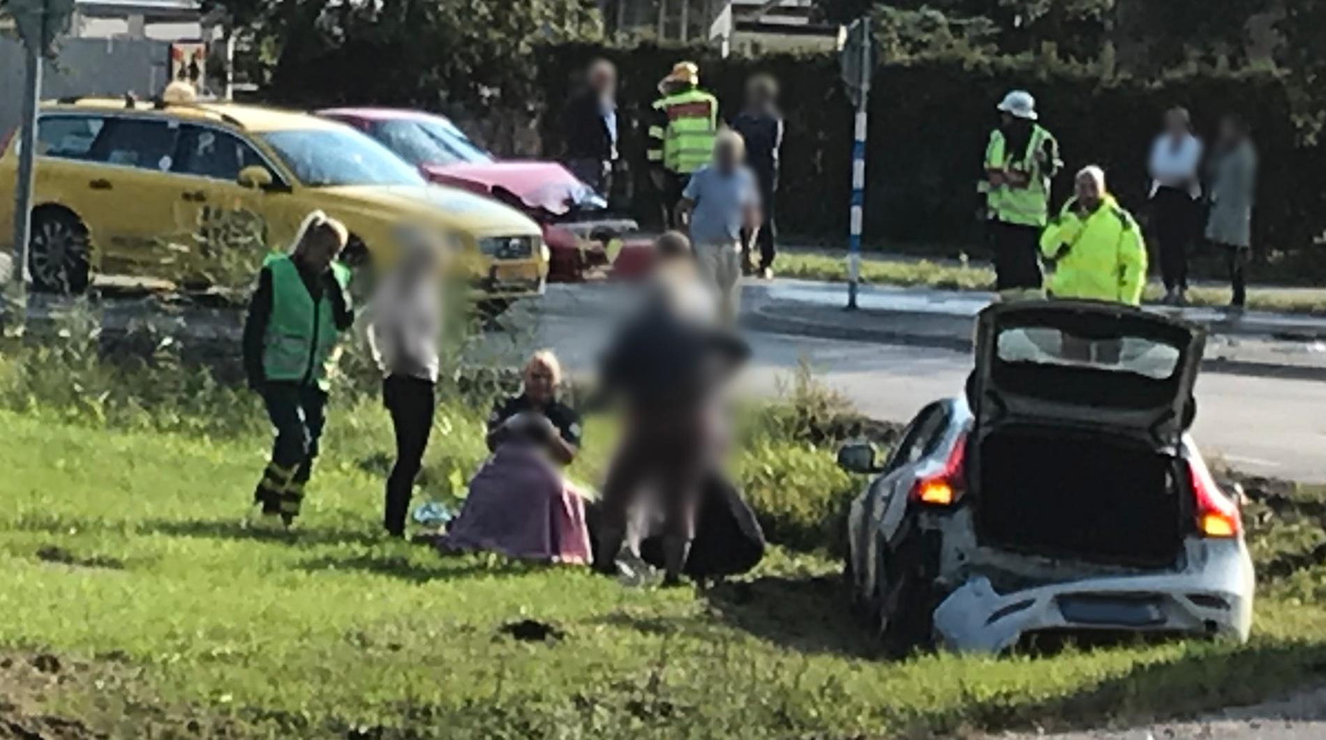 Fyra personer som stulit en Porsche och sedan krockat har gripits.