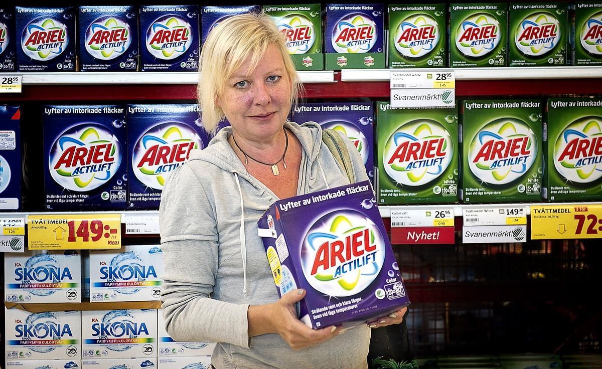 FRÅN BOTTEN TILL TOPPEN När Testfakta själva testade tvättmedel kom Ariel sist. Men när Procter&Gamble beställde ett test två år senare blev deras produkt plötsligt bäst i test. I 84 procent av fallen där ett företag har beställt ett test har samma företag också fått högst betyg i testet.