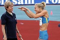 Över två meter. Kajsa Bergqvist fortsätter att imponera i sin jakt på VM-formen.