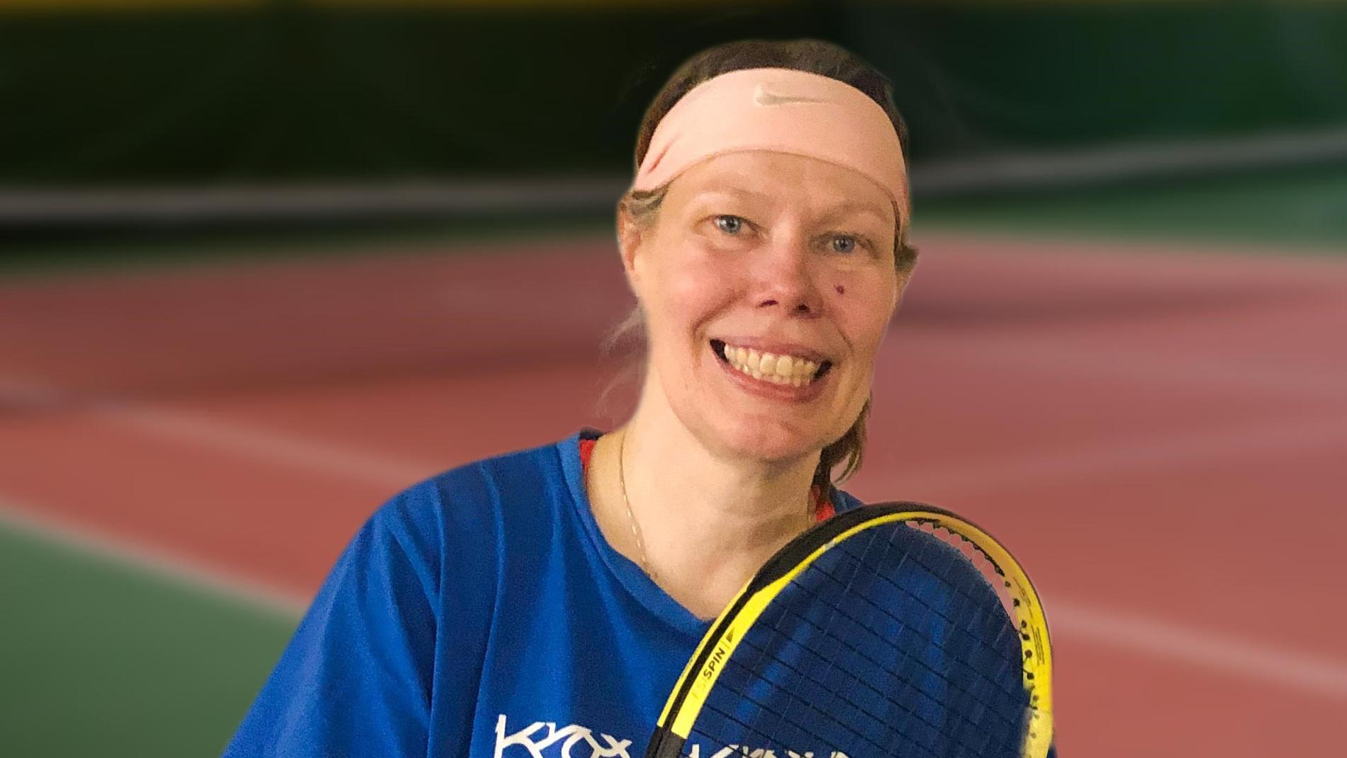 """Suzanne, 52, ska ha skickat ett sms till vänner i den lokala tennisklubben samma dag som hon försvann.  """"Det var konstigt formulerat, inte skrivet på ett sätt som hon skulle ha gjort"""", har Tina, en av Suzannes tenniskamrater, tidigare sagt till Aftonbladet."""