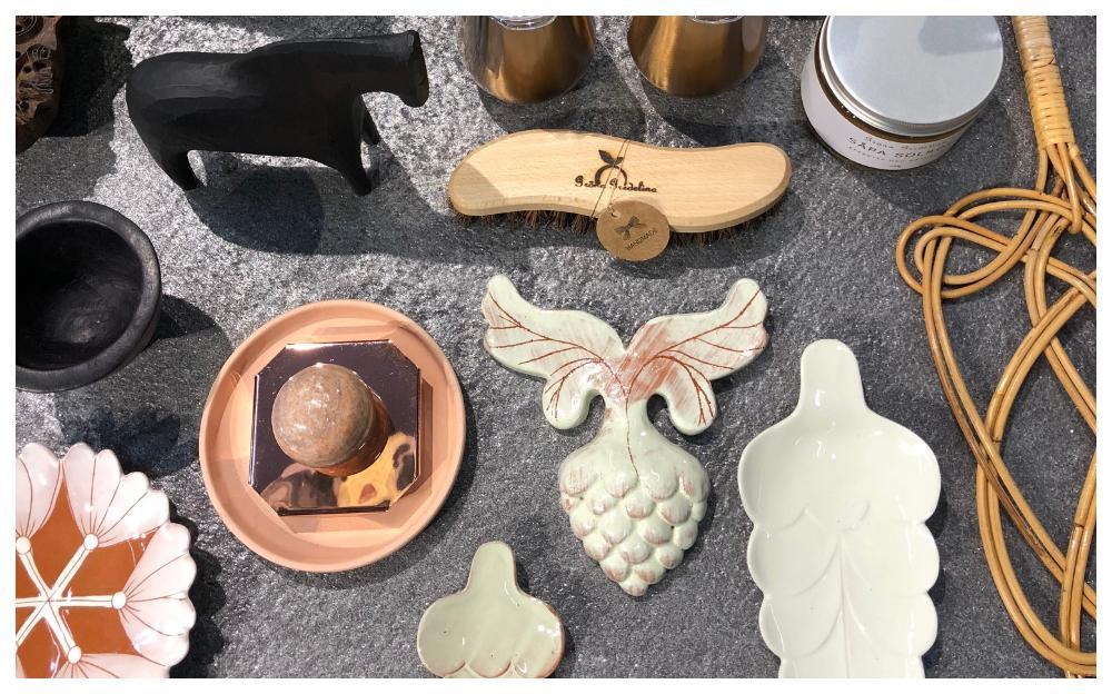 Dekorera med löv i keramik.