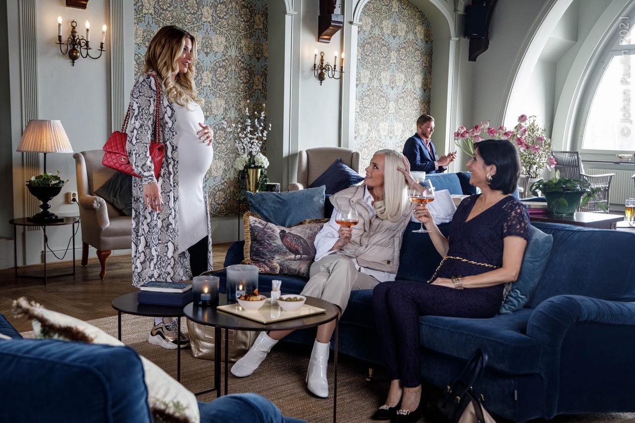 """Carolina Gynning dyker upp i en cameo i den nya säsongen av """"Solsidan"""" 2021"""