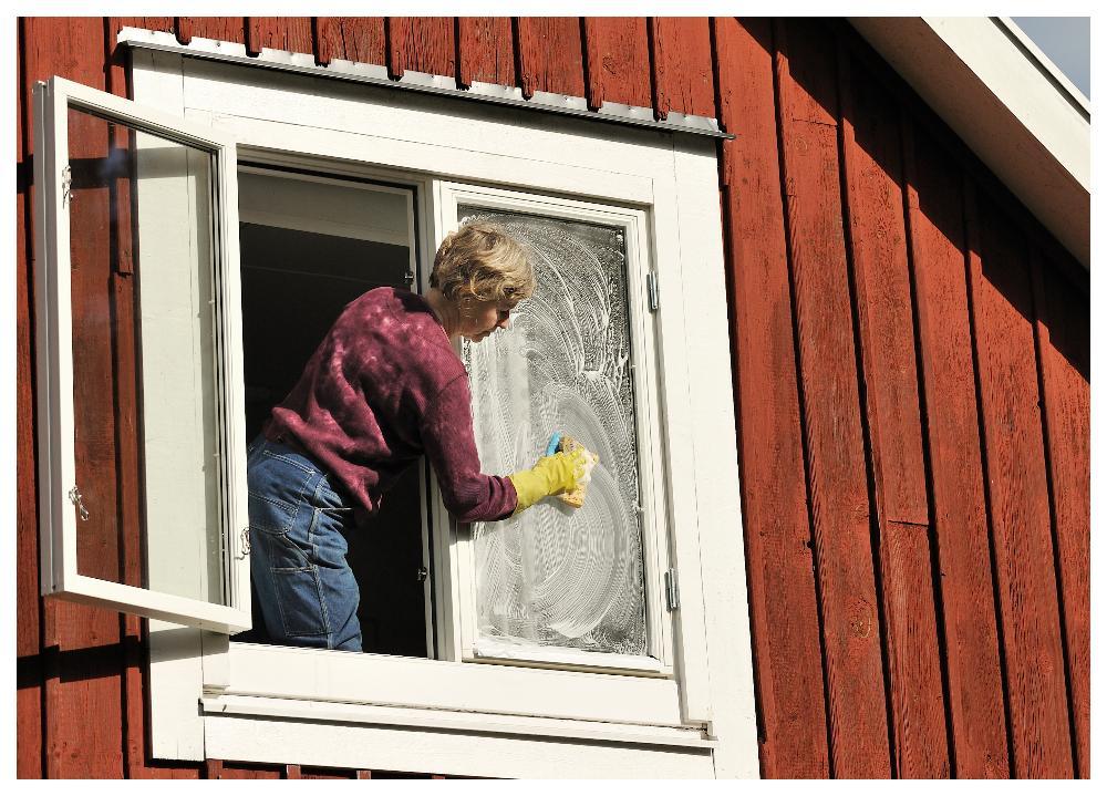 Fönsterputsning – ett äkta vårtecken.