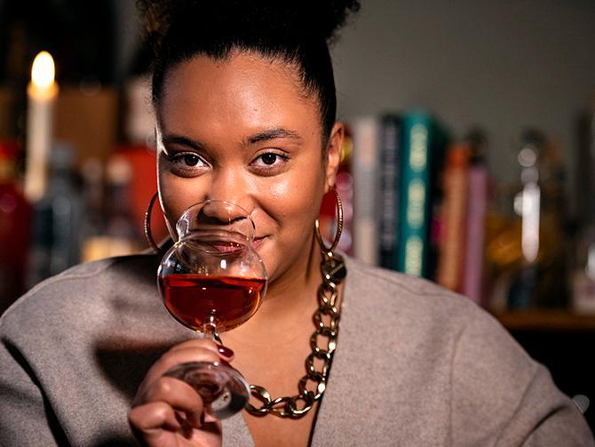 """Mörk rosé är en av vårens vintrender, säger Sarah Lindstrand Mboge. """"Efter en lång vinter är så himla peppade på sommaren, så vi tjuvstartar med mörk rosé."""""""