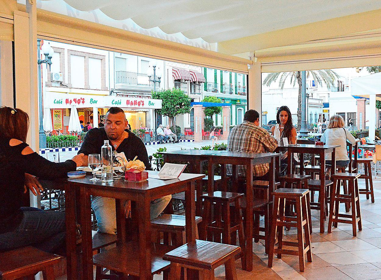 Fisk avnjutes med fördel på restaurangen La Sal mitt i staden.