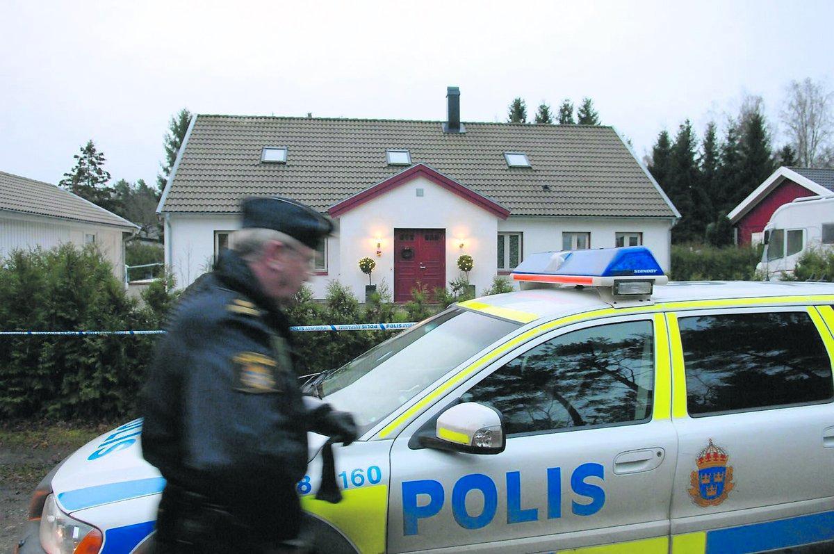 Inbrott Pappan väcktes vid fyra på morgonen av att männen bröt sig in i villan.